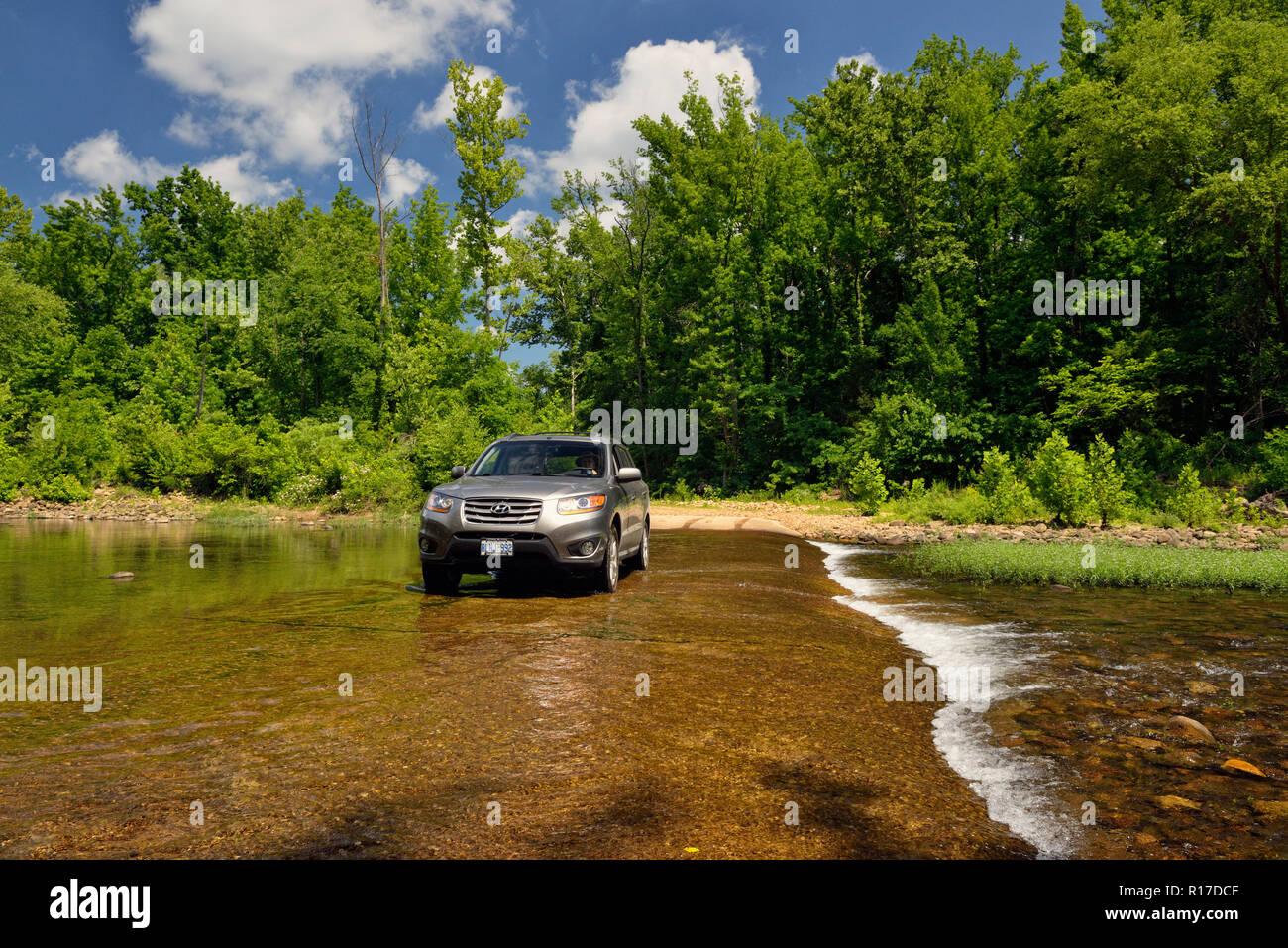 Fording the Buffalo National River, Buffalo National River- Erbie Unit, Arkansas, USA - Stock Image