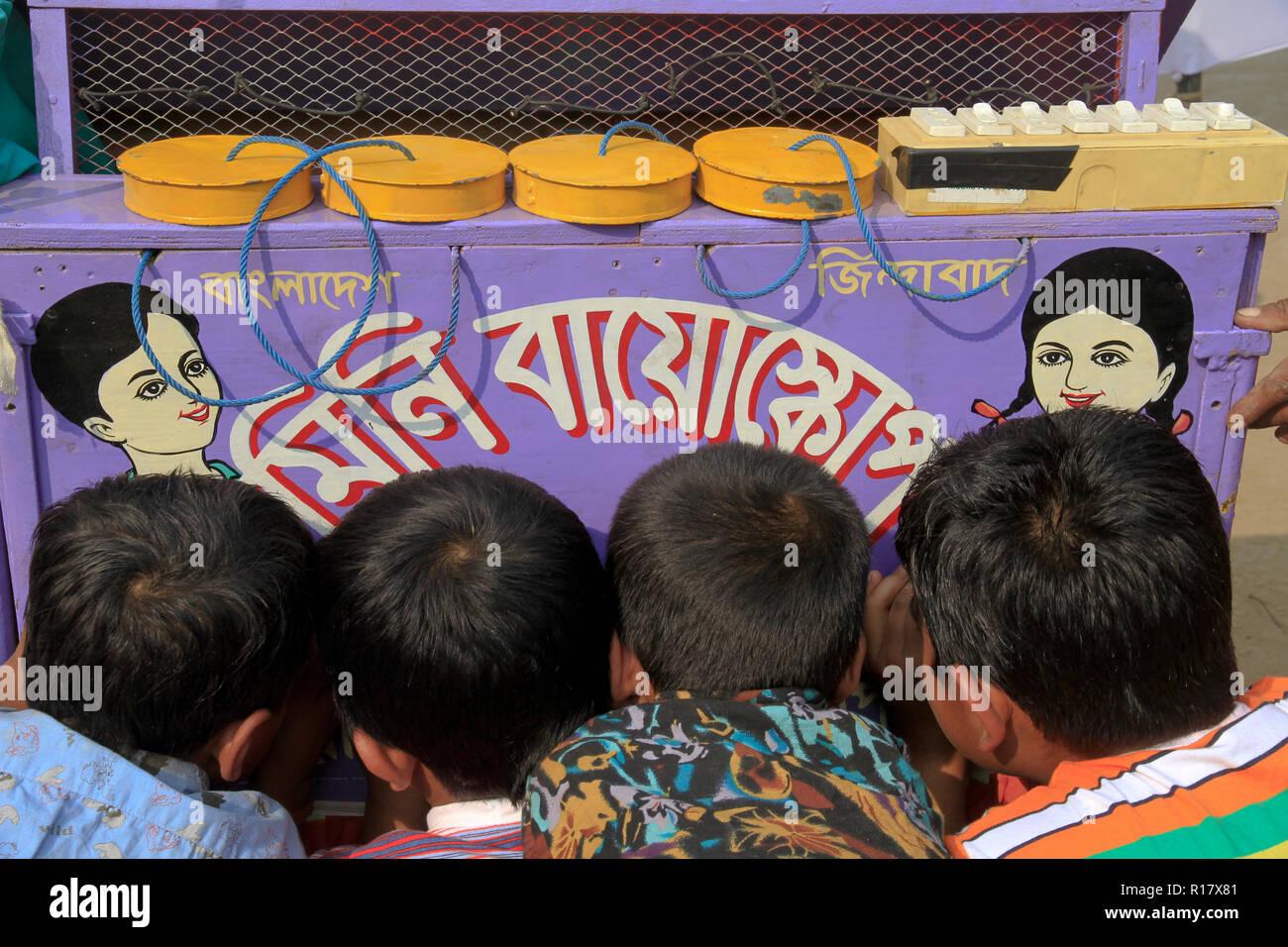 Children watching bioscope. Dhaka, Bangladesh. - Stock Image