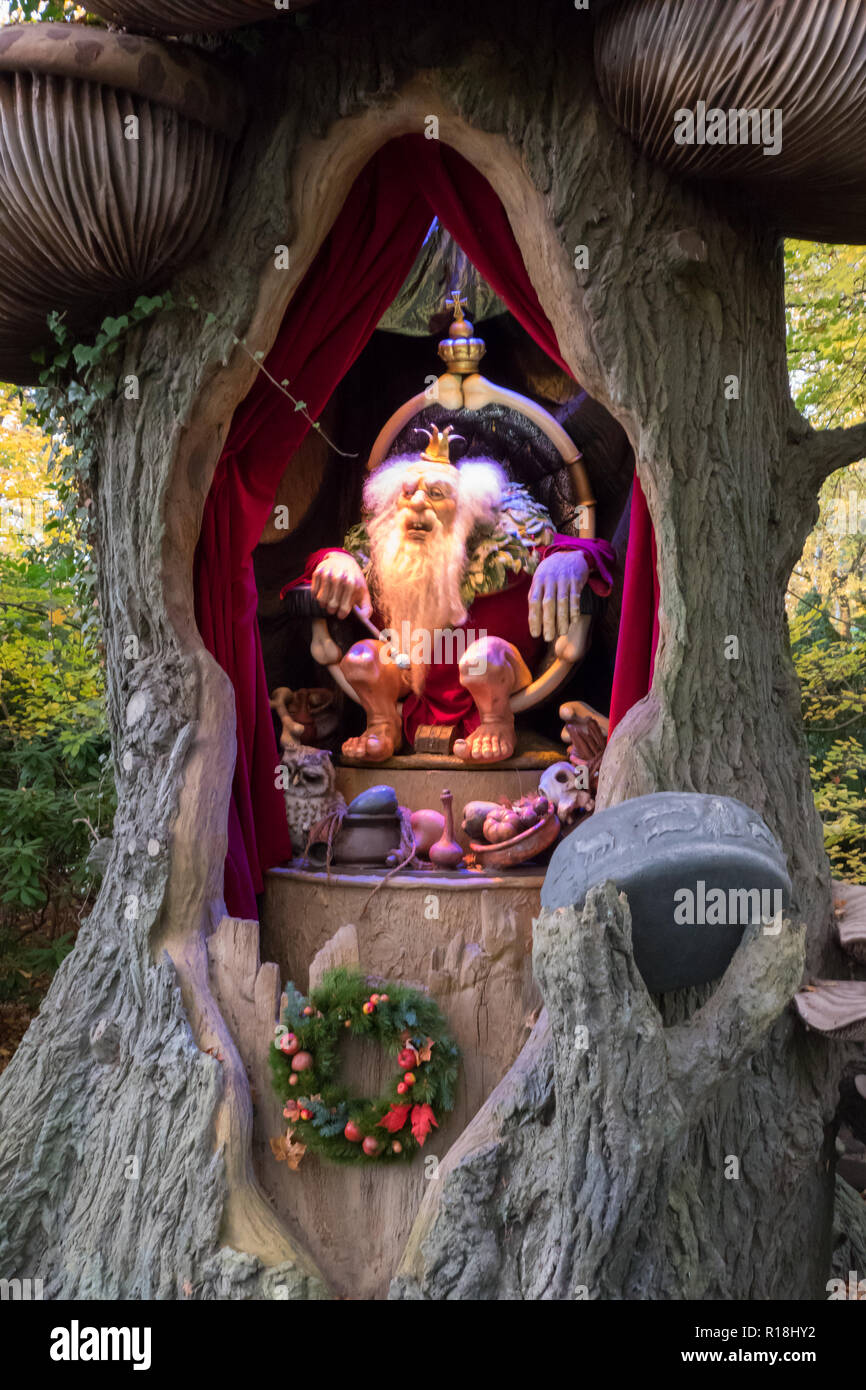 Troll king living in a tree, predicting your future. Sprookjesbos in Efteling. - Stock Image