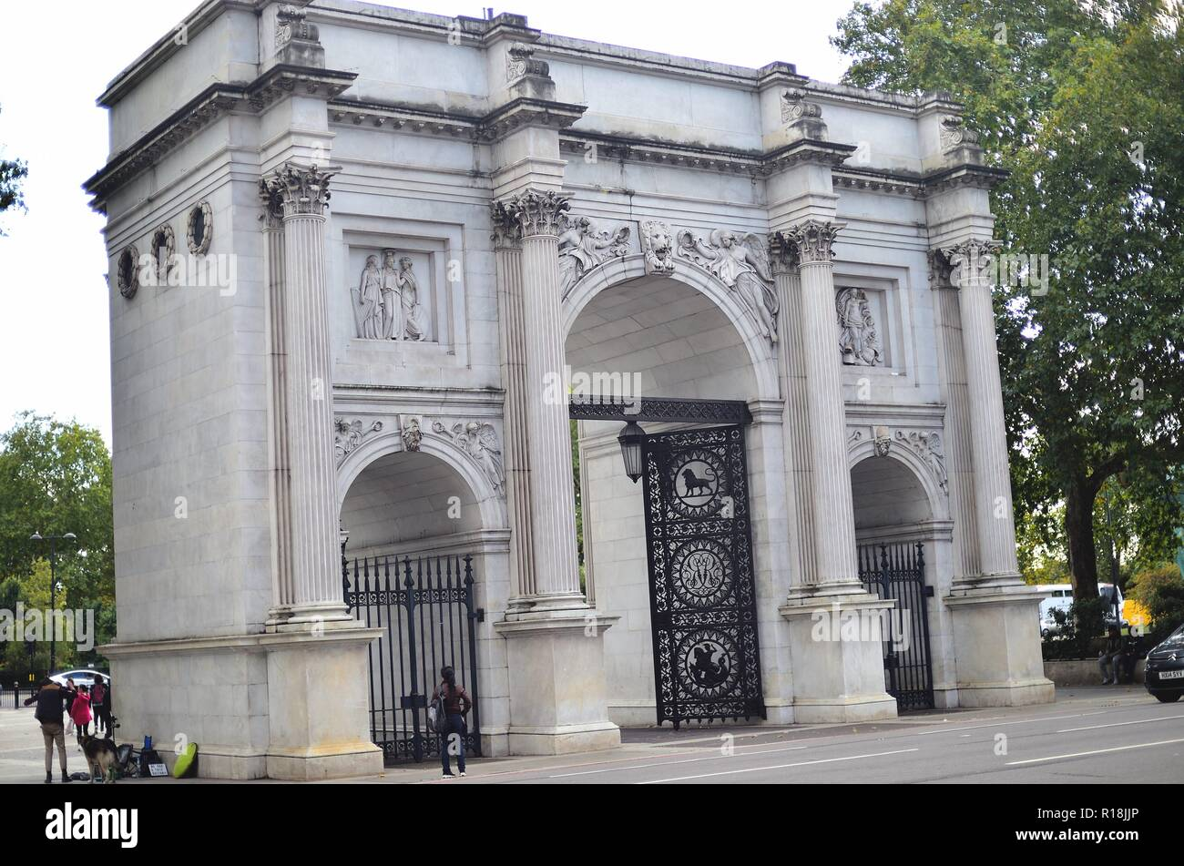 London, England, United Kingdom. Marble Arch, built in 1827, is a white marble triumphal arch at the northeast corner of Hyde Park. - Stock Image