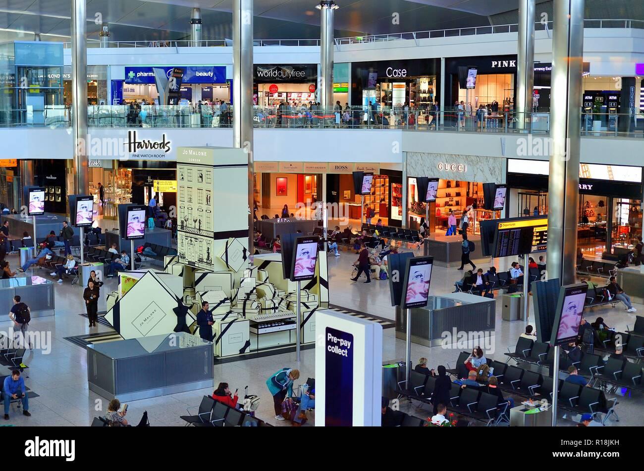 London, England, United Kingdom. International departure lounge along with duty free shops at Heathrow International Airport. - Stock Image