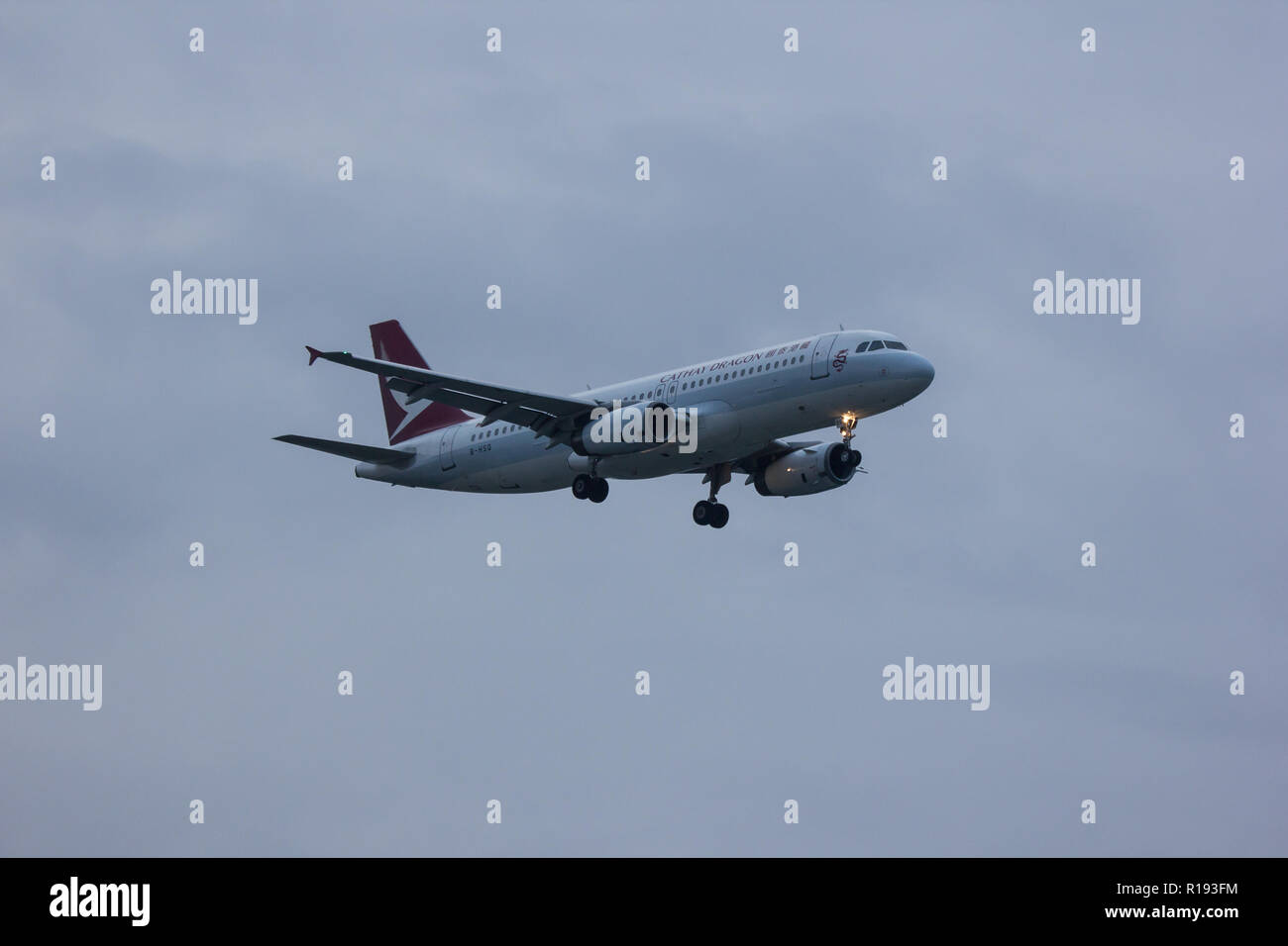 Chiangmai, Thailand - November 10 2018:  B-HSQ Airbus A320-200 of Dragonair. Landing to Chiangmai airport from Hongkong airport. - Stock Image