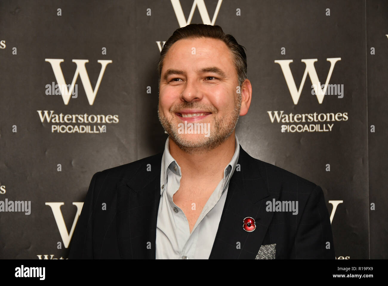 London, UK. 10th Nov, 2018. David Walliams meeting adoring fans at Waterstones Piccadilly as he signs copies of his newest novel, The Ice Monster at his sold-out on 10 November 2018, London, UK. Credit: Picture Capital/Alamy Live News - Stock Image