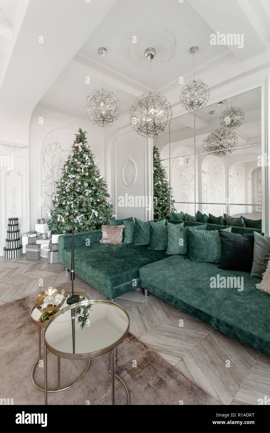 Christmas Morning Classic Luxurious Apartments With