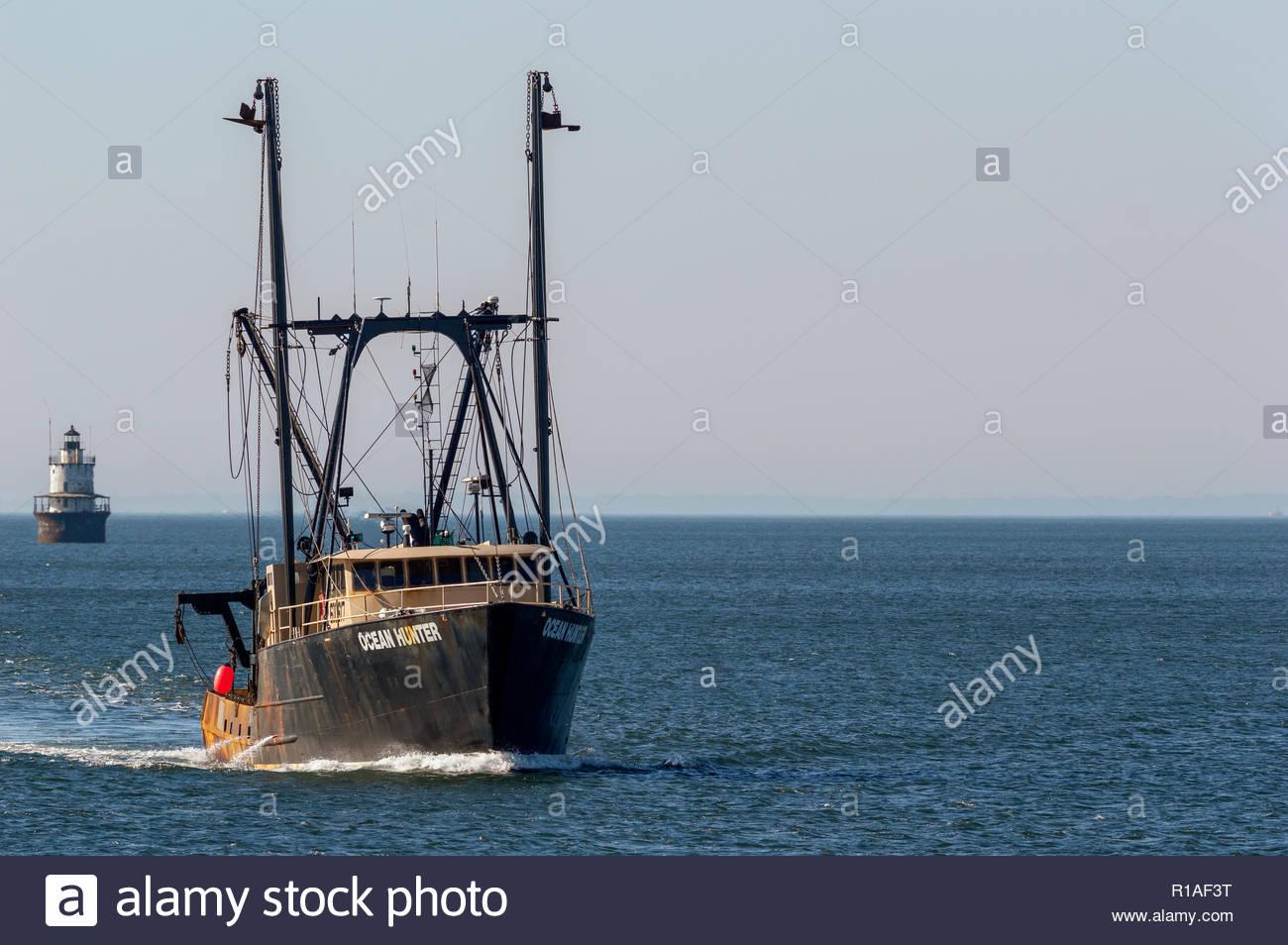 New Bedford, MA, USA - June 14, 2018: Scalloper Ocean Hunter, hailing port Newport News, VA, approaching New Bedford - Stock Image