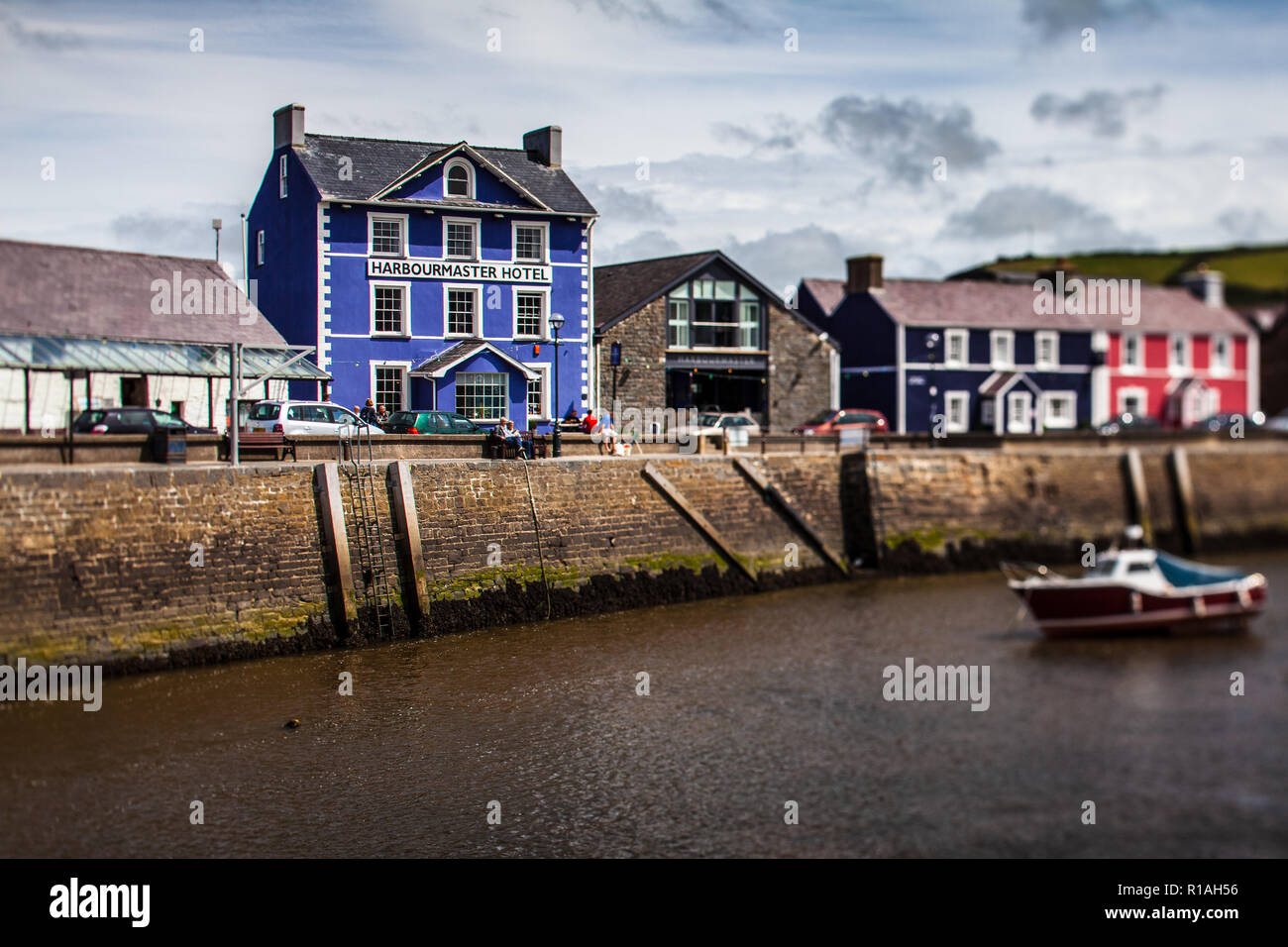 Harbourmaster Hotel Aberaeron - the Harbourmaster Hotel on the quayside in the Mid Wales seaside resort of Aberaeron. Note Tilt Shift lens used. - Stock Image