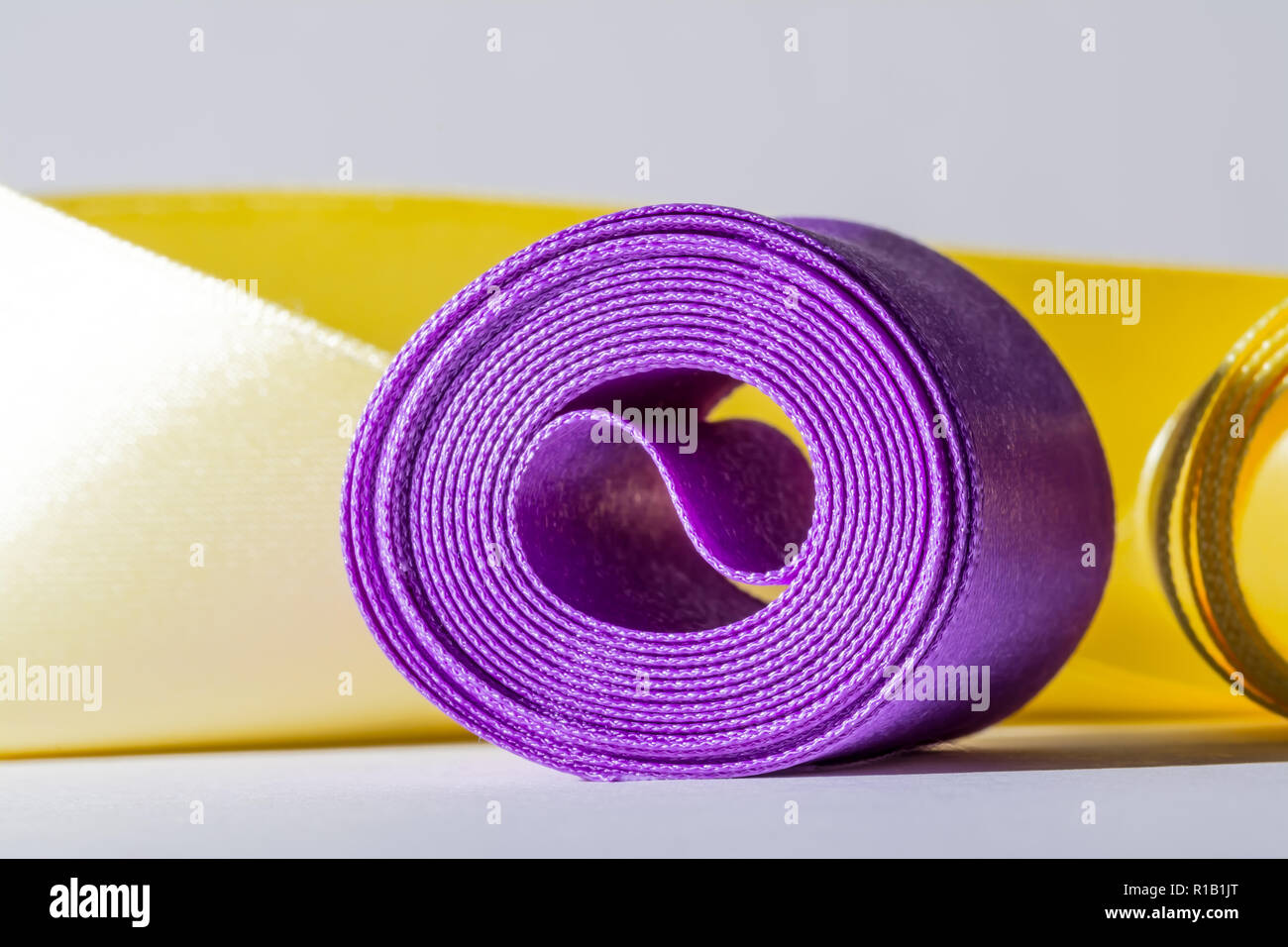 Purple Ribbon Stock Photos & Purple Ribbon Stock Images - Alamy