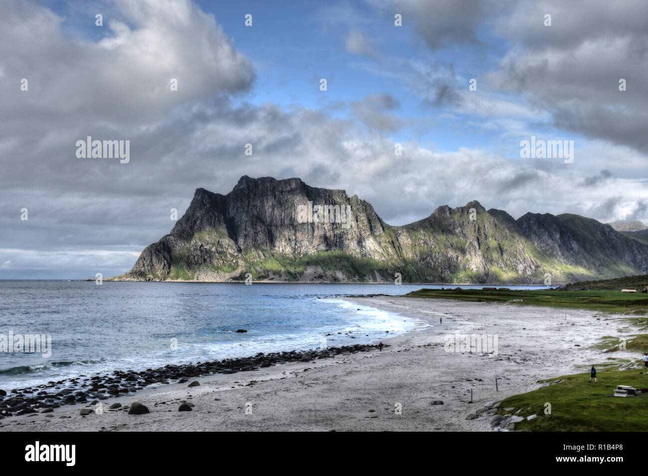 Veggen hike in Lofoten – see two stunning beaches from above!