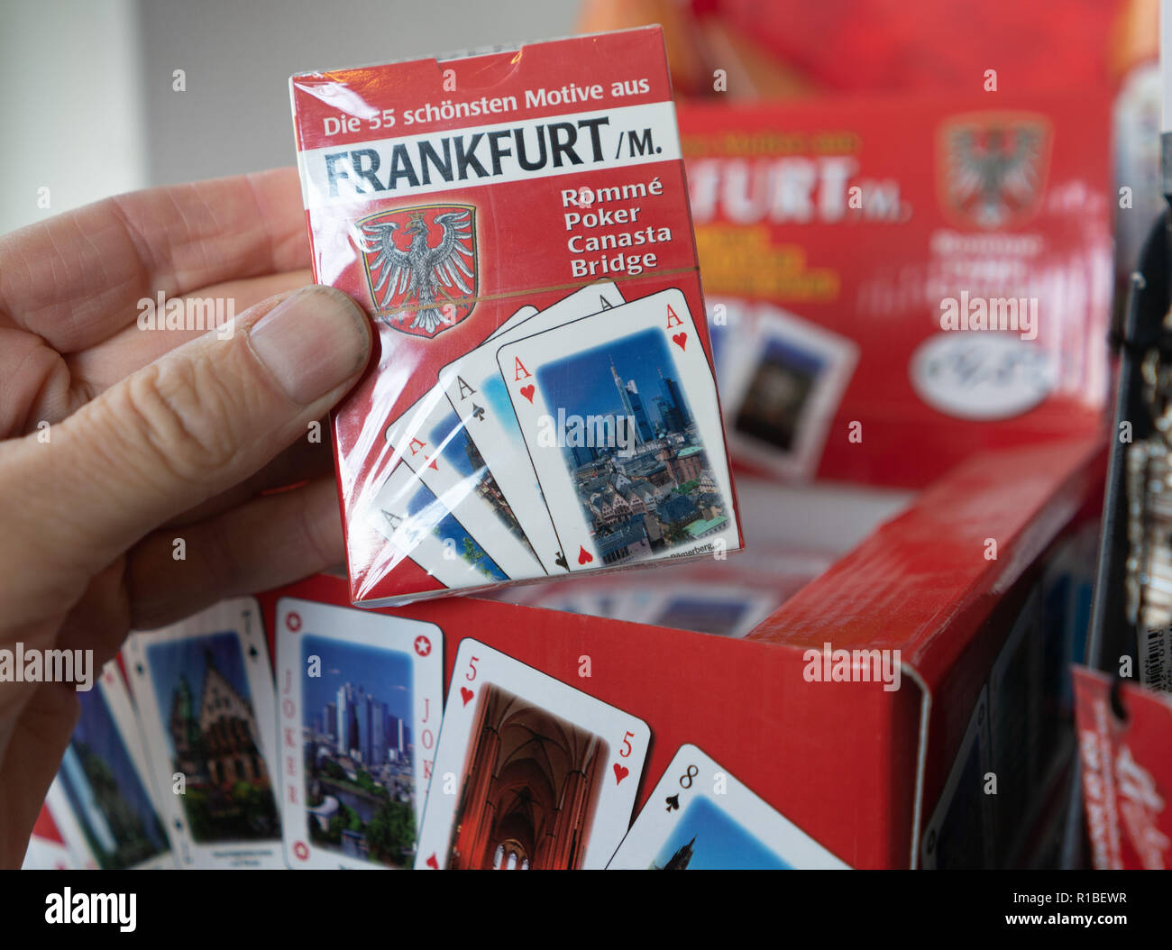 09 November 2018, Hessen, Frankfurt/Main: Card games with Frankfurt motifs can be bought in a shop on Römerberg. (to dpa 'Cuddling with Frankfurt, drinking watering: City merchandising booms' from 11.11.2018) Photo: Frank Rumpenhorst/dpa - Stock Image