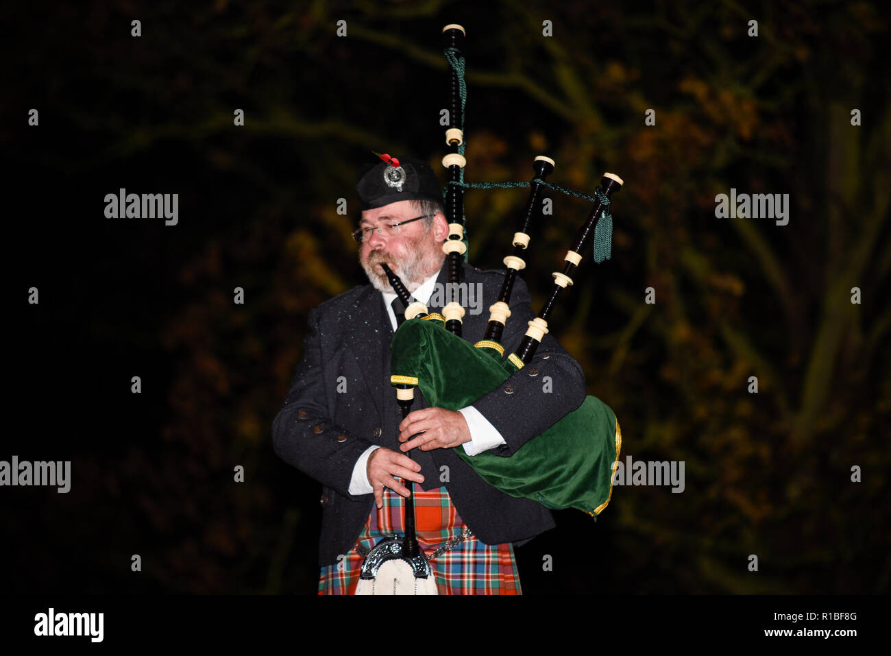 Southend Cenotaph, Clifftown Parade, Southend on Sea, Essex, UK. 11th November 2018. Pipers performed the Scottish Lament 'Battle's O'er' at the Southend Cenotaph at 06:00 as part of an international commemoration called Battle's Over to mark the end of the Great War and the guns falling silent. It will be the start of numerous events on Armistice Day. Piper John Marc Nagel from Normandy, France. Remembrance Sunday. Centenary of the end of World War One, the Great War, the First World War Stock Photo