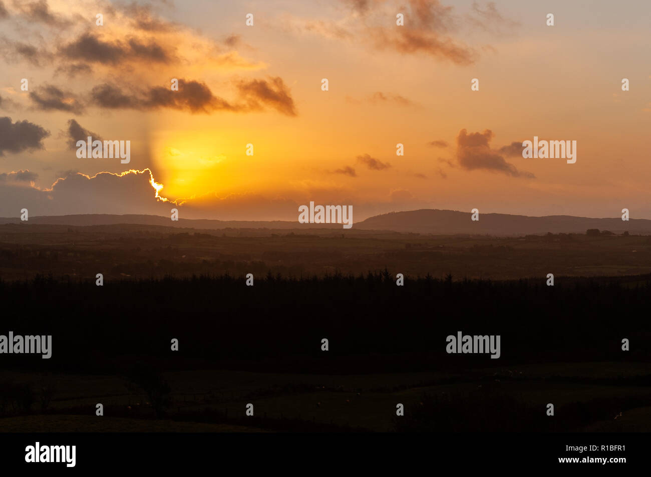 Ballydehob, West Cork, Ireland. 11th Nov, 2018. The sun rises on the 100th anniversary of the end of the first World War. Today will be dry in many areas with highs of 8 to 12° Celsius. Credit: Andy Gibson/Alamy Live News. Stock Photo