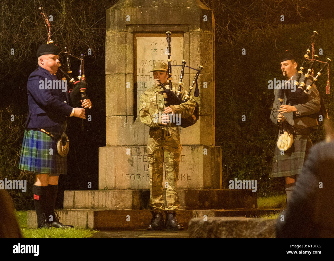 Strathblane, Stirlingshire, Scotland, UK. 11th Nov, 2018. Battle's Over - A Nation's Tribute. In the 6am darkness, pipers at the War Memorial in Blanefield/Strathblane join over 1000 pipers across the world to play 'The Battle's O'er'. The Battle's O'er, a traditional Scottish lament played at the end of battle commences the day's commemorations marking the Centenary of the end of the First World War Credit: Kay Roxby/Alamy Live News - Stock Image