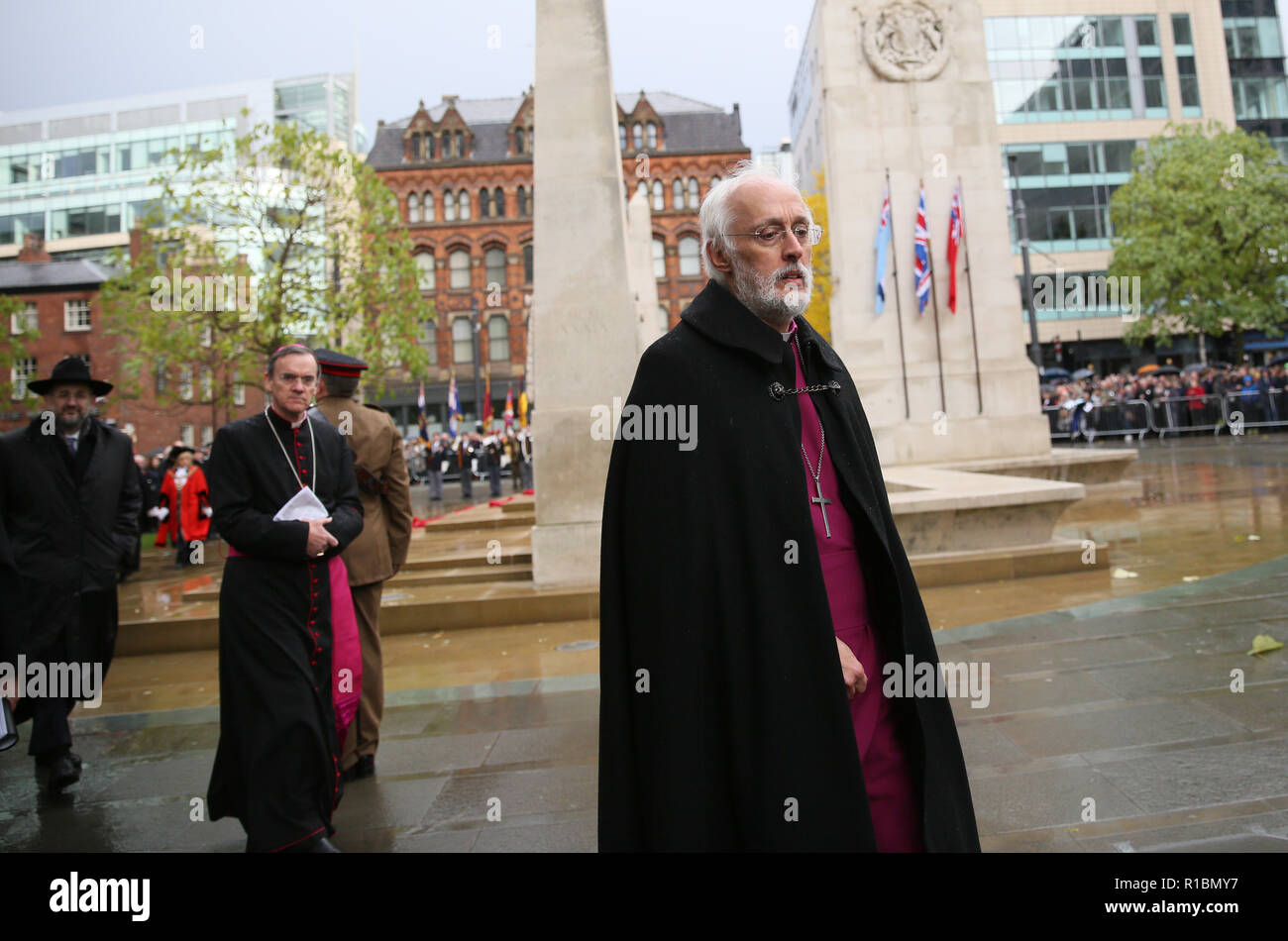 Manchester, UK. 11th Nov 2018. Veterans of conflict, serving members of the forces and members of the public take part in the service of remembrance marking 100 years since the end of WW!. The Cenotaph, Manchester, 11th November 2018 (C)Barbara Cook/Alamy Live News Stock Photo