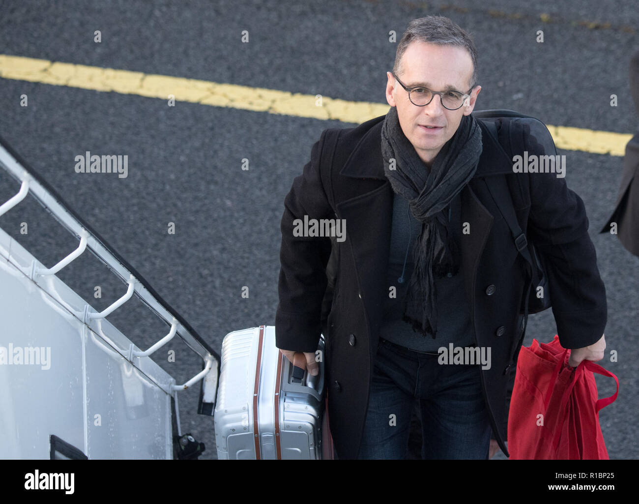 11 November 2018, Berlin: Foreign Minister Heiko Maas (SPD) climbs into a Bundeswehr A340 to fly to China for his inaugural visit. According to the Foreign Office, meetings with other representatives of the Chinese leadership are planned in addition to talks with his counterpart Wang Yi. This will also involve a strategic dialogue with China. Photo: Ralf Hirschberger/dpa - Stock Image