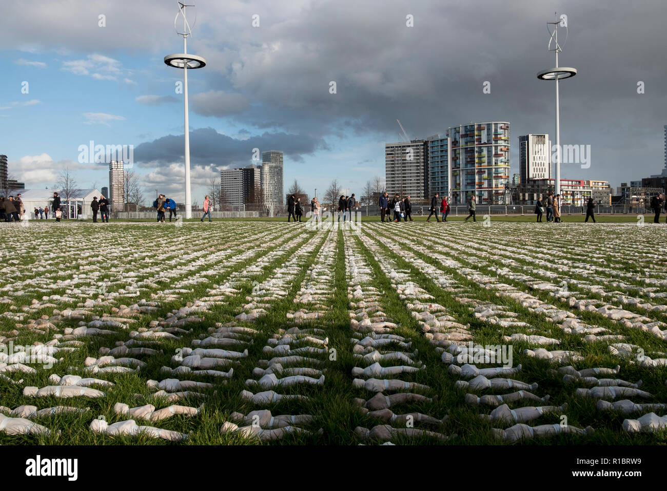 Stratford, London, UK. 11th November 2018. The Artist Rob Heard's installation representing the fallen soldiers from the First World War. Tens of thousands of shrouded figures  laid out at London's Olympic Park to mark the centenary of the end of World War One. Each handmade 12-inch model represents one of the 72,396 British Commonwealth serviceman killed at the Somme with no known grave.  In total, more than one million soldiers were killed or wounded during the 1916 Battle of the Somme.. Credit: Mike Abrahams/Alamy Live News - Stock Image