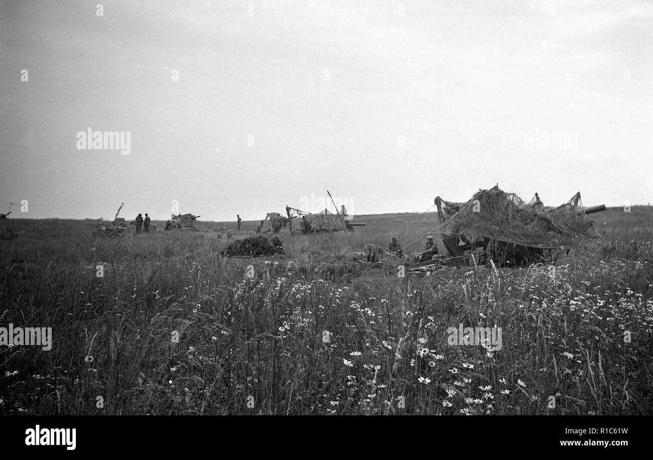 Wehrmacht Heer Leichte Feldhaubitze leFH 18 10,5 cm - German Army light howitzer 105mm Stock Photo