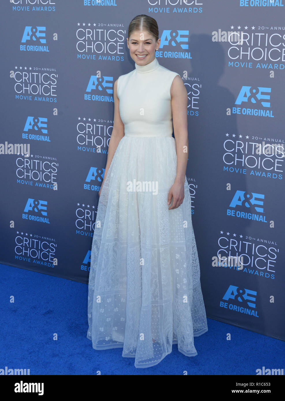 Rosamund Pike 117 at the 2015 Critics' Choice Movie Awards at the The Palladium theatre in Los Angeles. January 15, 2015Rosamund Pike 117  Event in Hollywood Life - California, Red Carpet Event, USA, Film Industry, Celebrities, Photography, Bestof, Arts Culture and Entertainment, Topix Celebrities fashion, Best of, Hollywood Life, Event in Hollywood Life - California, Red Carpet and backstage, movie celebrities, TV celebrities, Music celebrities, Topix, Bestof, Arts Culture and Entertainment, vertical, one person, Photography,   Fashion, full length, 2014 inquiry tsuni@Gamma-USA.com , Credit T Stock Photo