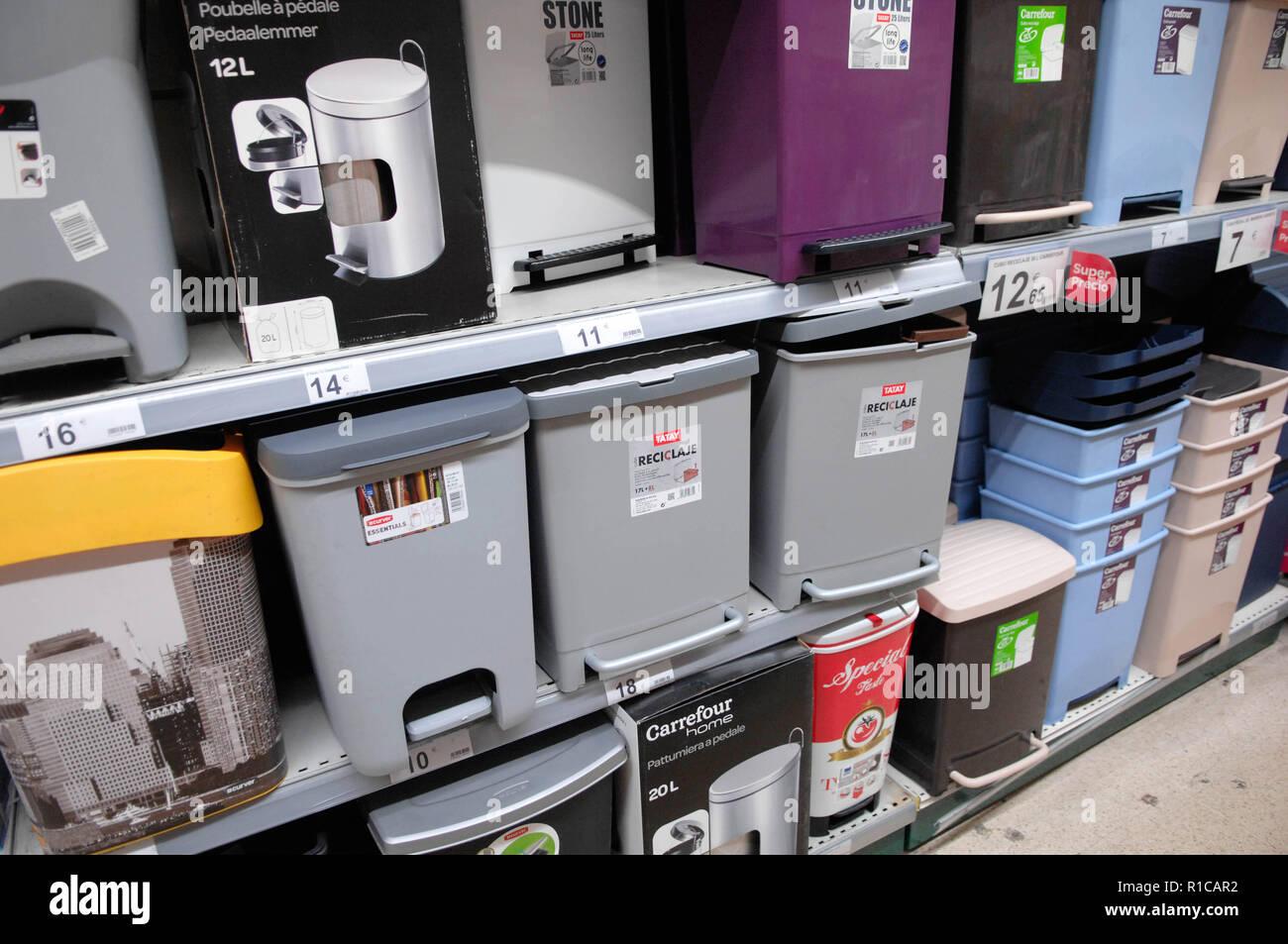 Pedaalemmer,dust bin,trash can - Stock Image