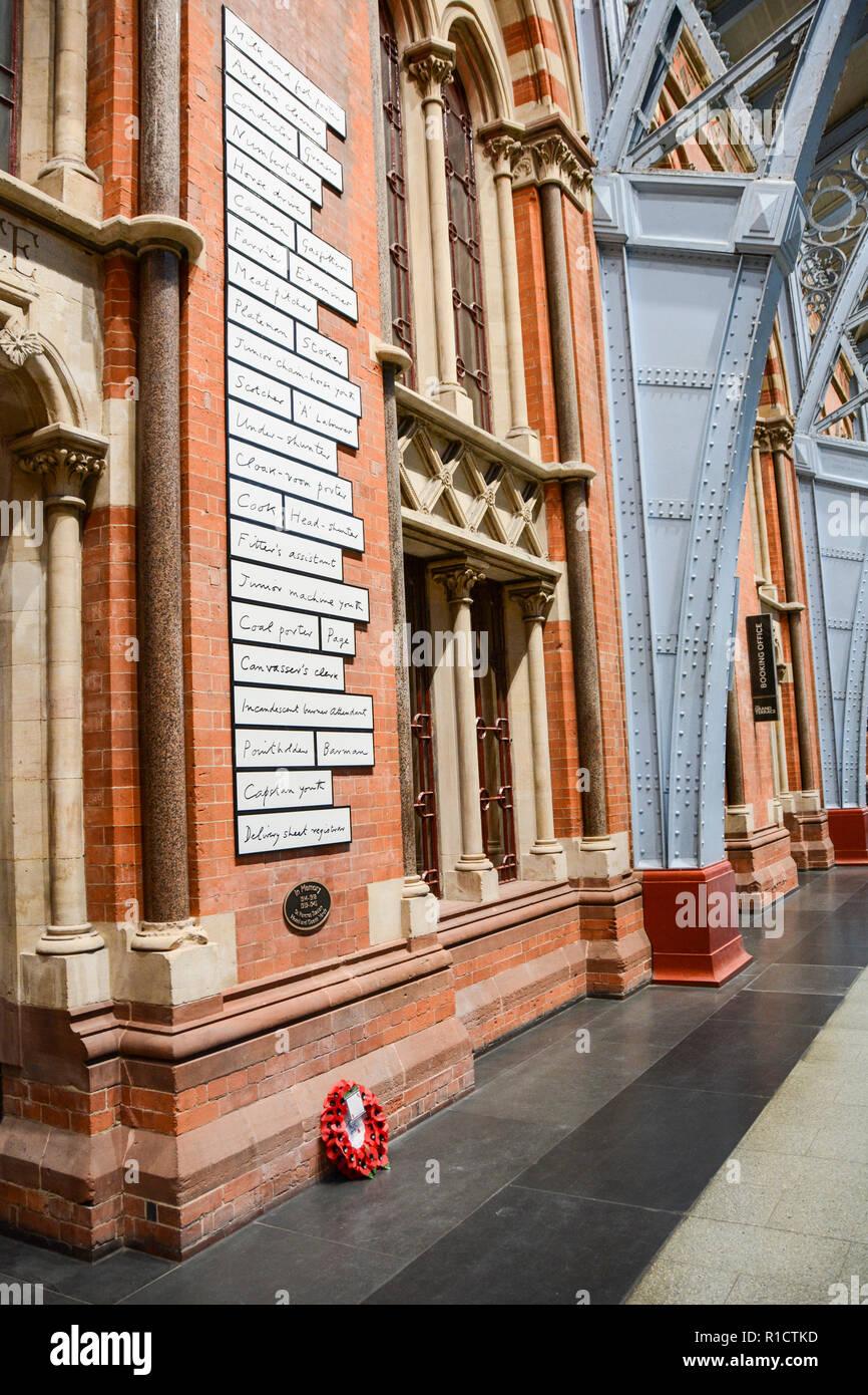 Fabian Peake's rail workers' war memorial at London St Pancras station, UK - Stock Image