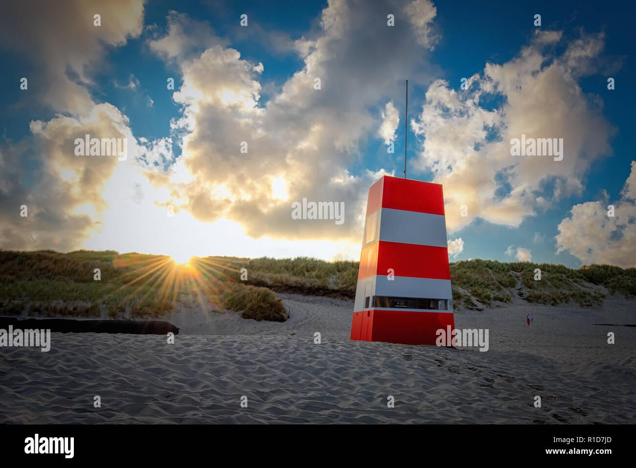 Retuungsturm am Strand von Hvide Sande - Stock Image