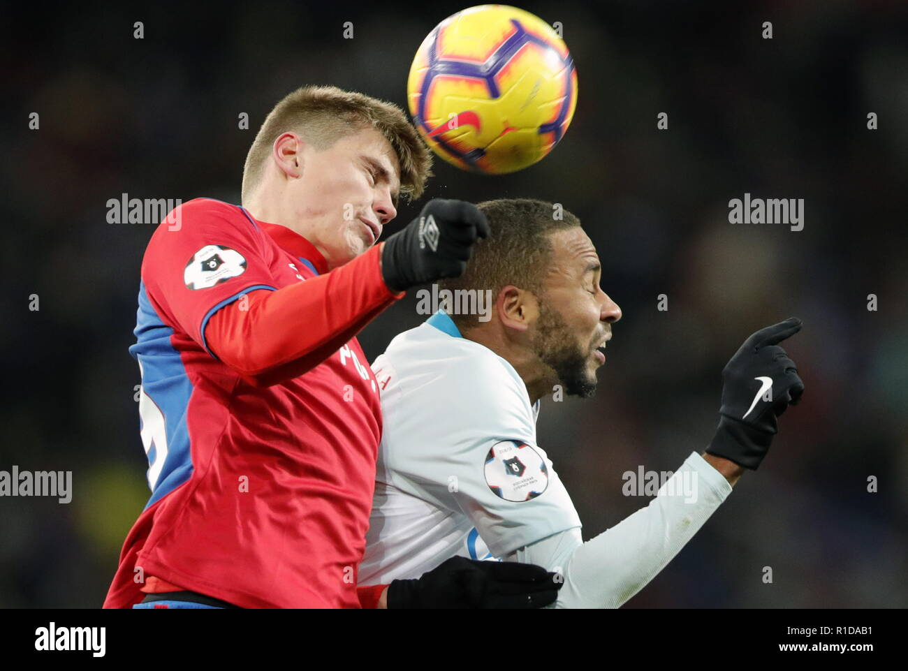 MOSCOW, RUSSIA – NOVERMBER 11, 2018: Zenit St Petersburg's Hernani (R) and CSKA Moscow's Dmitry Yefremov in action in their 2018/19 Russian Premier League Round 14 football match at VEB Arena Stadium. Mikhail Japaridze/TASS - Stock Image