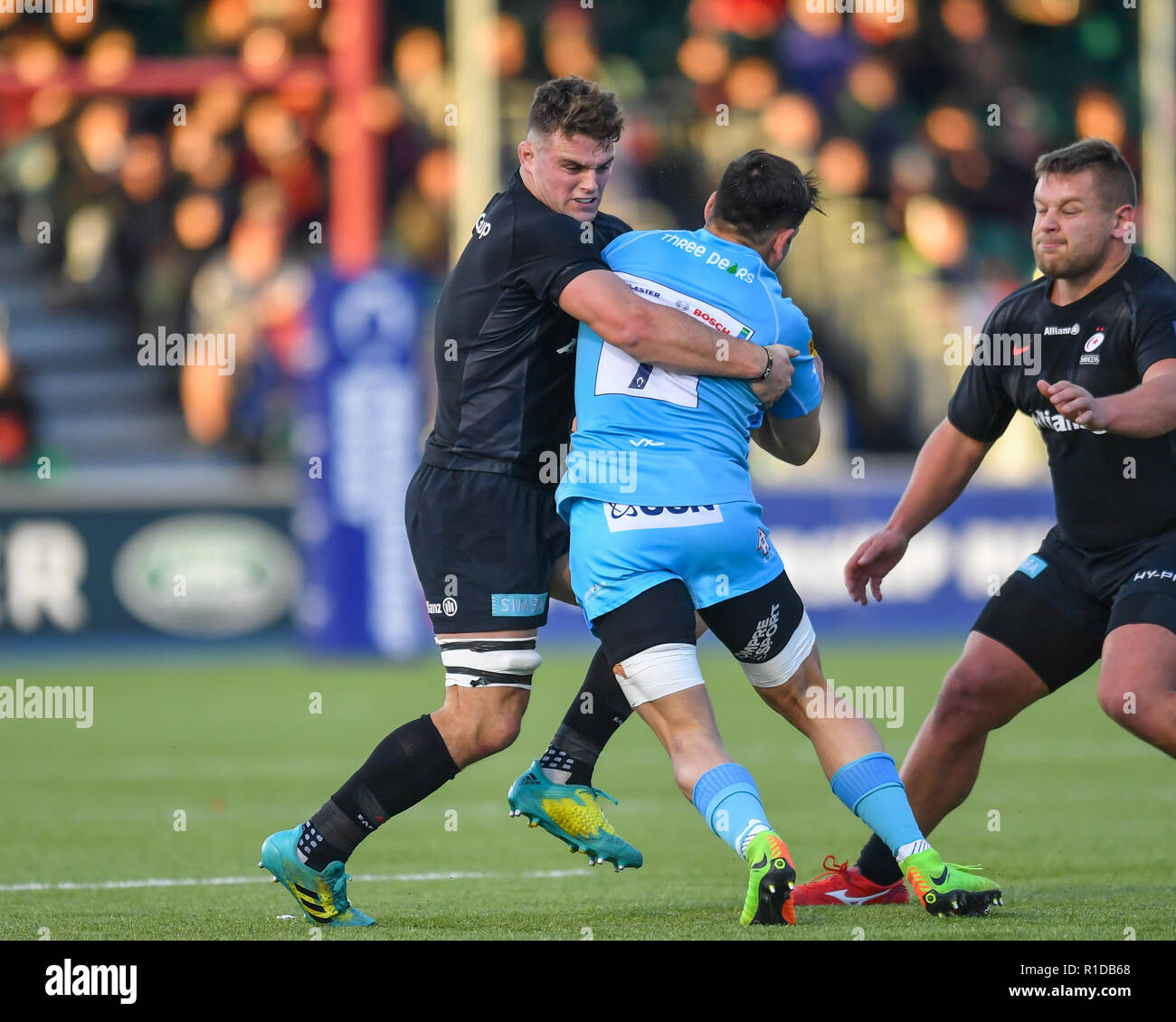 London, UK. 11th Nov 2018. Matti Williams of Worcester Warriors is tackled during Premiership Rugby Cup Round 3 match between Saracens and Worcester Warriors at Allianz Park on Sunday, 11 November 2018. LONDON ENGLAND.  (Editorial use only, license required for commercial use. No use in betting, games or a single club/league/player publications.) Credit: Taka Wu/Alamy Live News - Stock Image