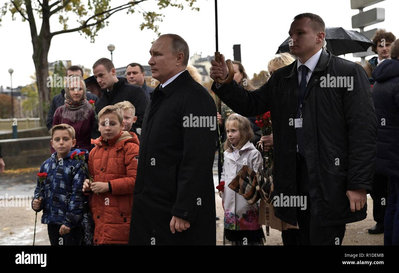 Russian President Vladimir Putin places flowers on the Monument to Officers and Soldiers of the Russian Expeditionary Force Who Fought in France in WWI during the Centennial commemoration of Armistice Day marking the end of World War I November 11, 2018 in Paris, France. - Stock Image