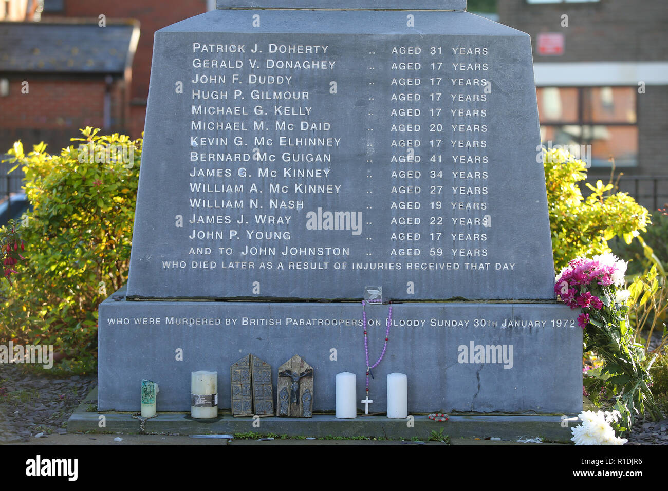 Londonderry, UK. 08th Nov, 2018. A memorial commemorates the victims of Bloody Sunday in 1972 when British soldiers shot 13 demonstrators and injured 13 others. Some of the worst acts of violence during the riots took place in the area. Today Derry is a tourist attraction because of the political murals. Credit: Jonathan Porter/PressEye/dpa/Alamy Live News - Stock Image