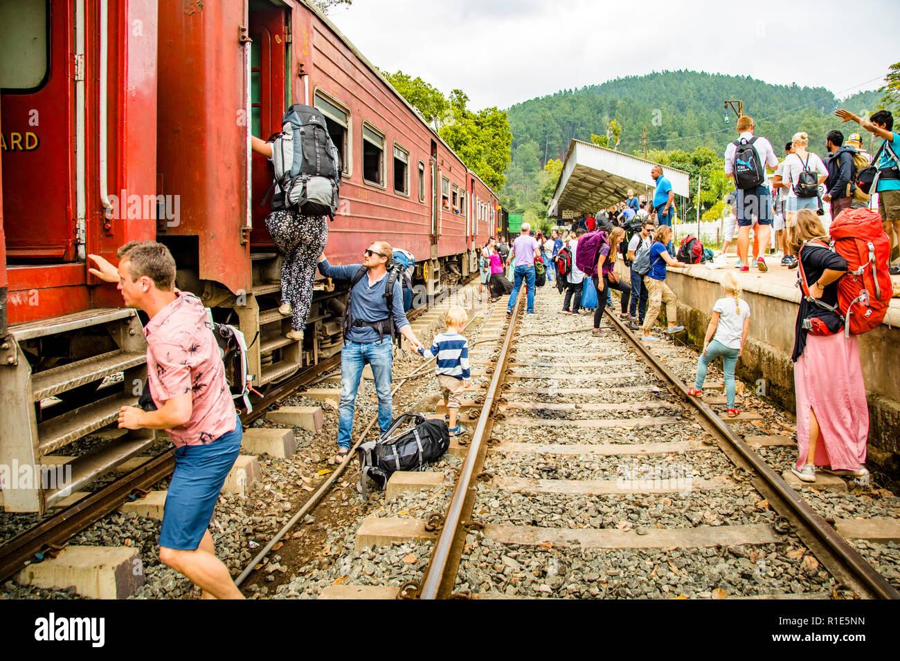 Plattform Confusion at Train station in Sri Lanka Stock Photo