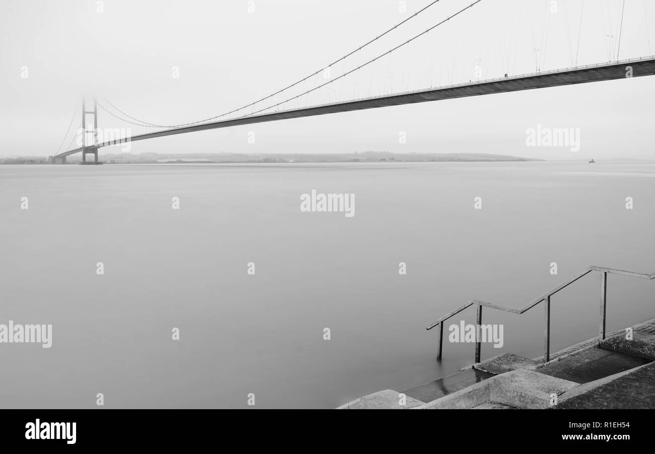 Hull, Yorkshire, UK. Humber bridge over the estuary as dawn breaks at high tide in autumn, Yorkshire, UK. morning in autumn, Yorkshire, UK. - Stock Image
