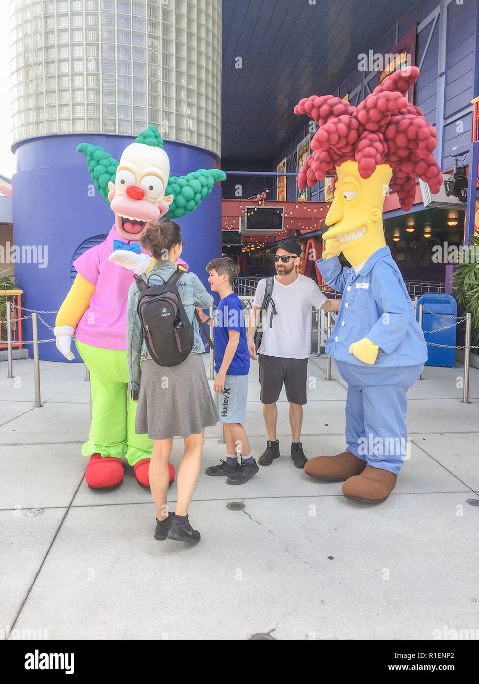APRIL 25, 2018 - ORLANDO, FLORIDA: FAMILY POSES WITH SIMPSON CHARACTERS AT UNIVERSAL STUDIOS. Stock Photo
