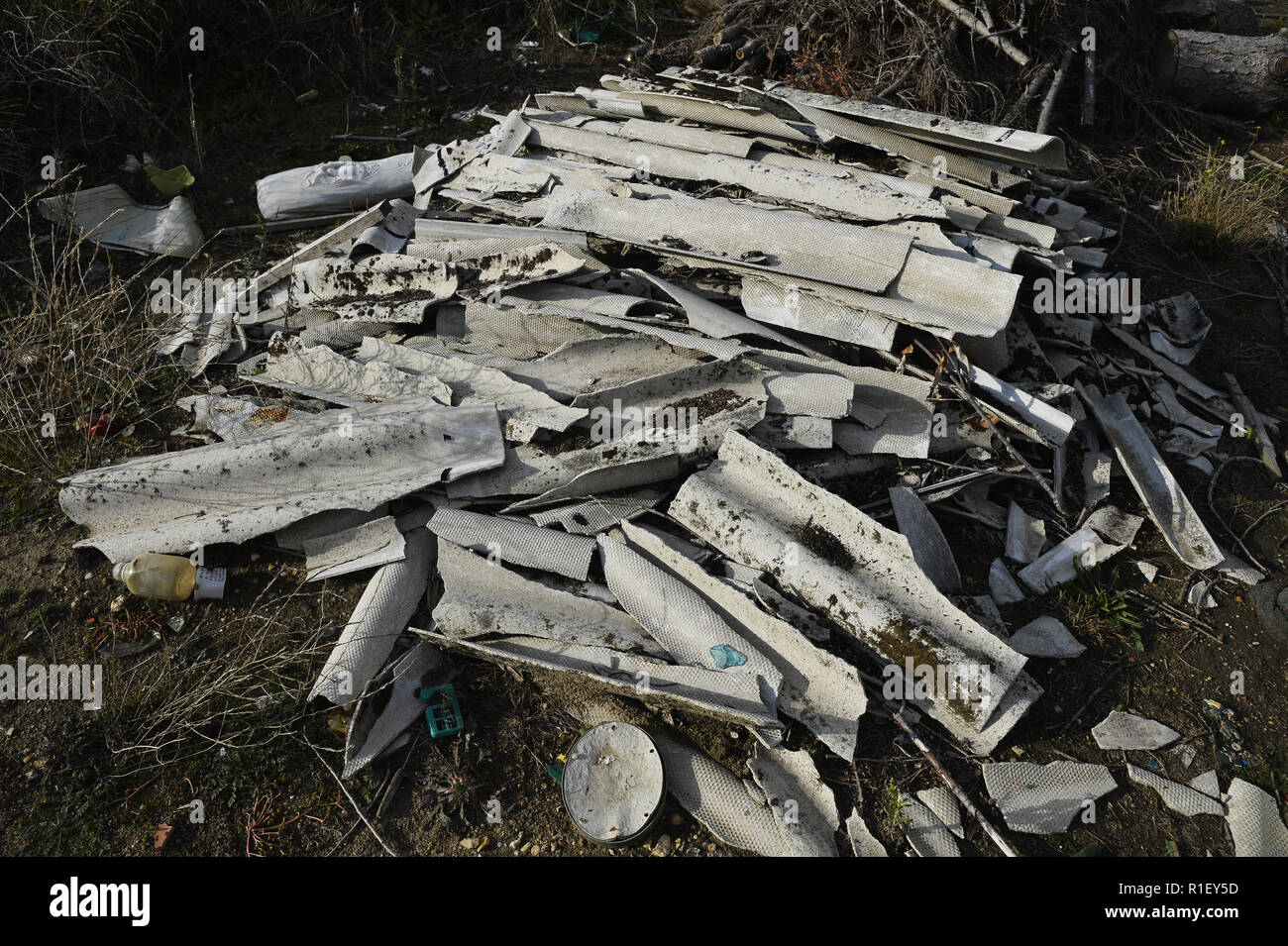 Asbestos waste on Uncontrolled Landfill - Carrières sous Poissy - France - Stock Image