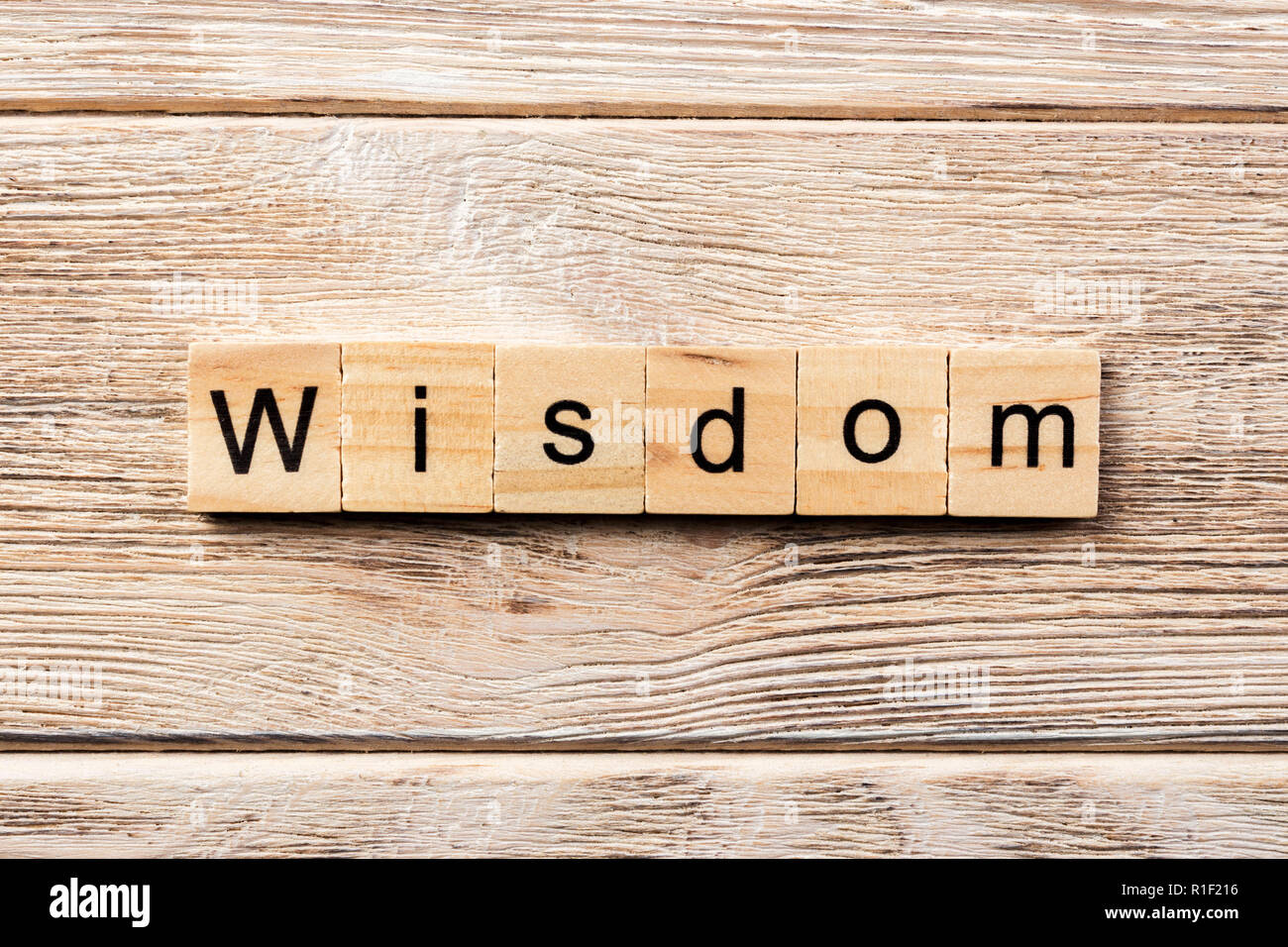 wisdom word written on wood block. wisdom text on table, concept. - Stock Image