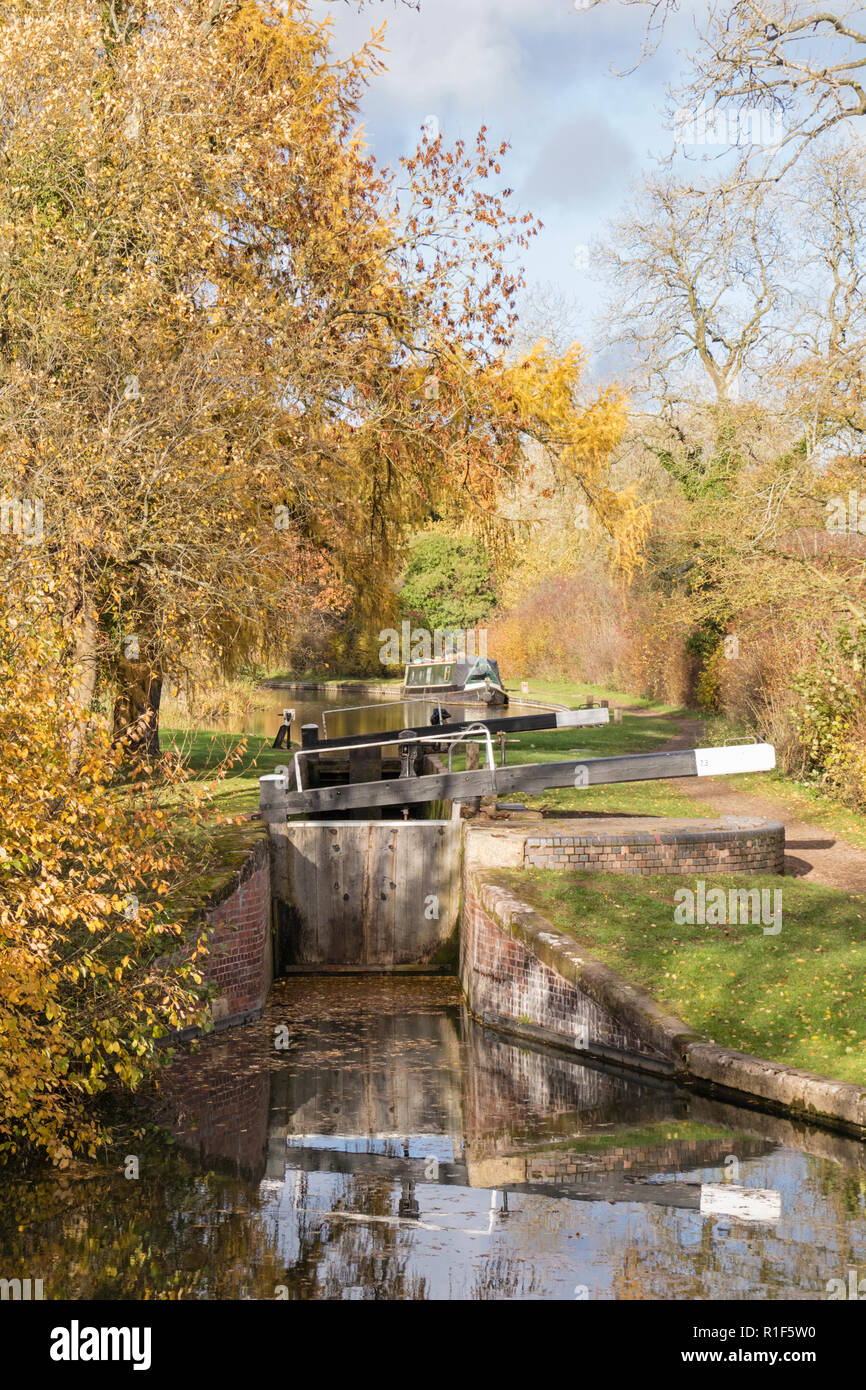 Autumn on the Stratford upon Avon Canal between Lapworth and Lowsonford, Warwickshire, England, UK - Stock Image