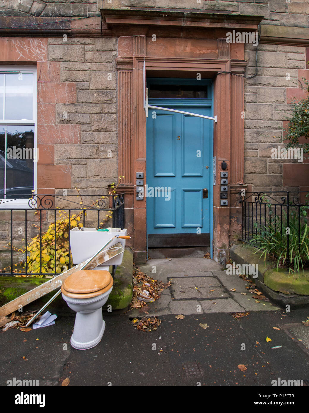 EDINBURGH, SCOTLAND - NOVEMBER 10th 2018: A toilet being left outside. Hopefully for the bin men to collect. Stock Photo