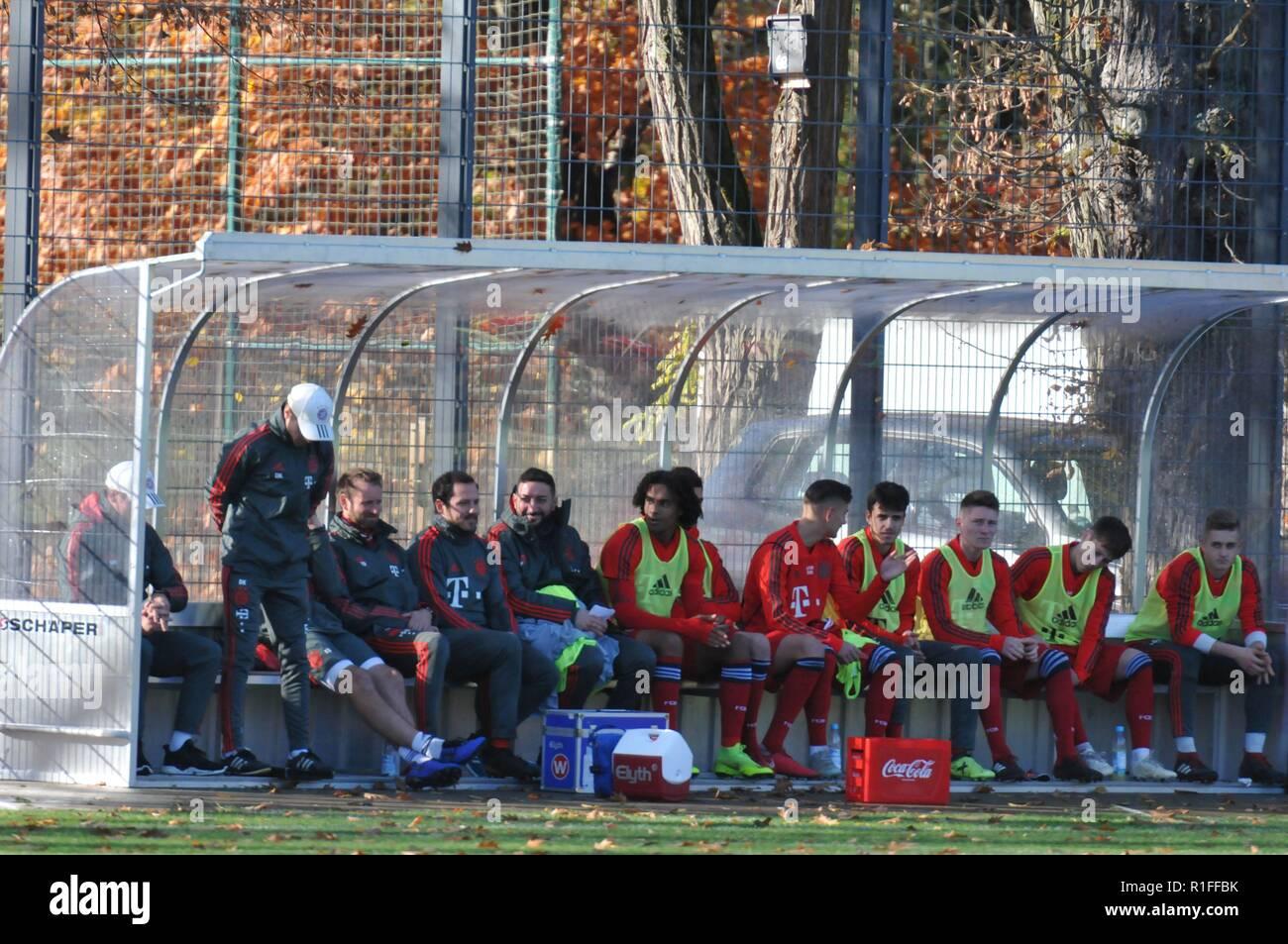 A-Jugend-Bundesligististen des Karlsruher SC spielen gegen den FC Bayern München Juniors first division playing against FC Bayern München soccer - Stock Image