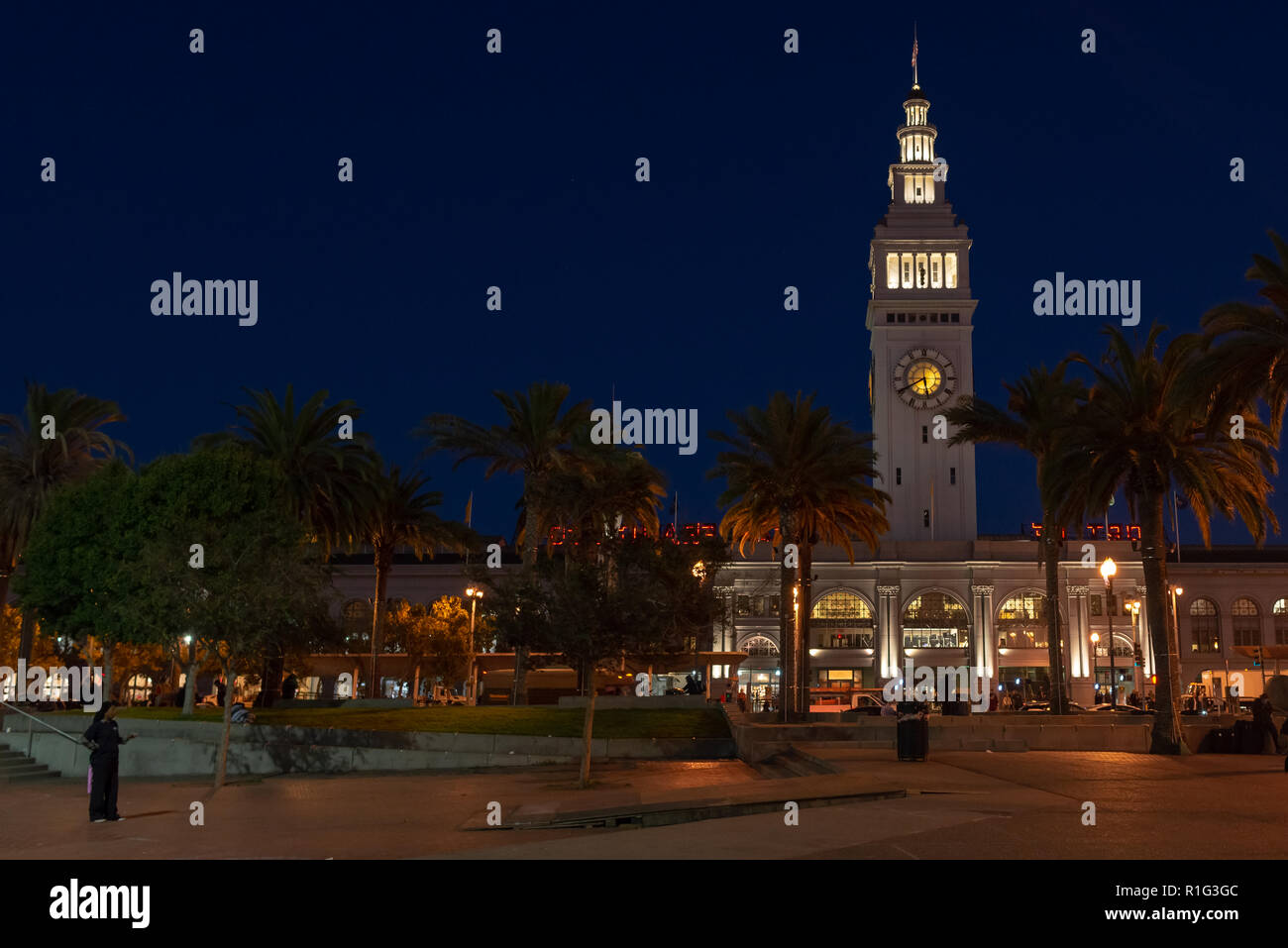 SAN FRANCISCO - NOVEMBER 07 2018: Beaux Arts style Ferry Building Marketplace at night Stock Photo