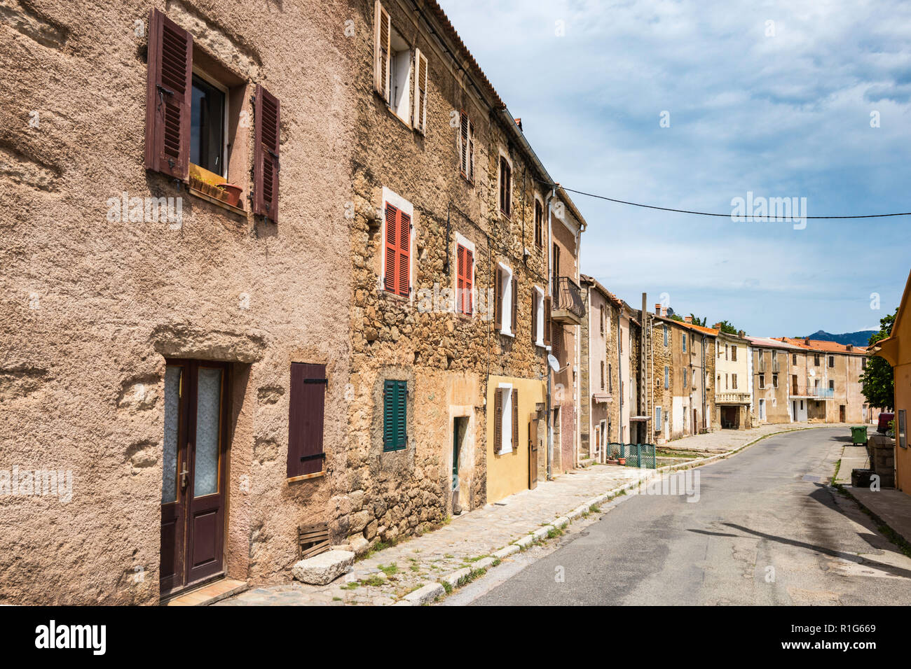 Houses in hill town of Albertacce in Golo River Valley, below Monte Cinto massif, Niolo region, Haute-Corse department, Corsica, France - Stock Image