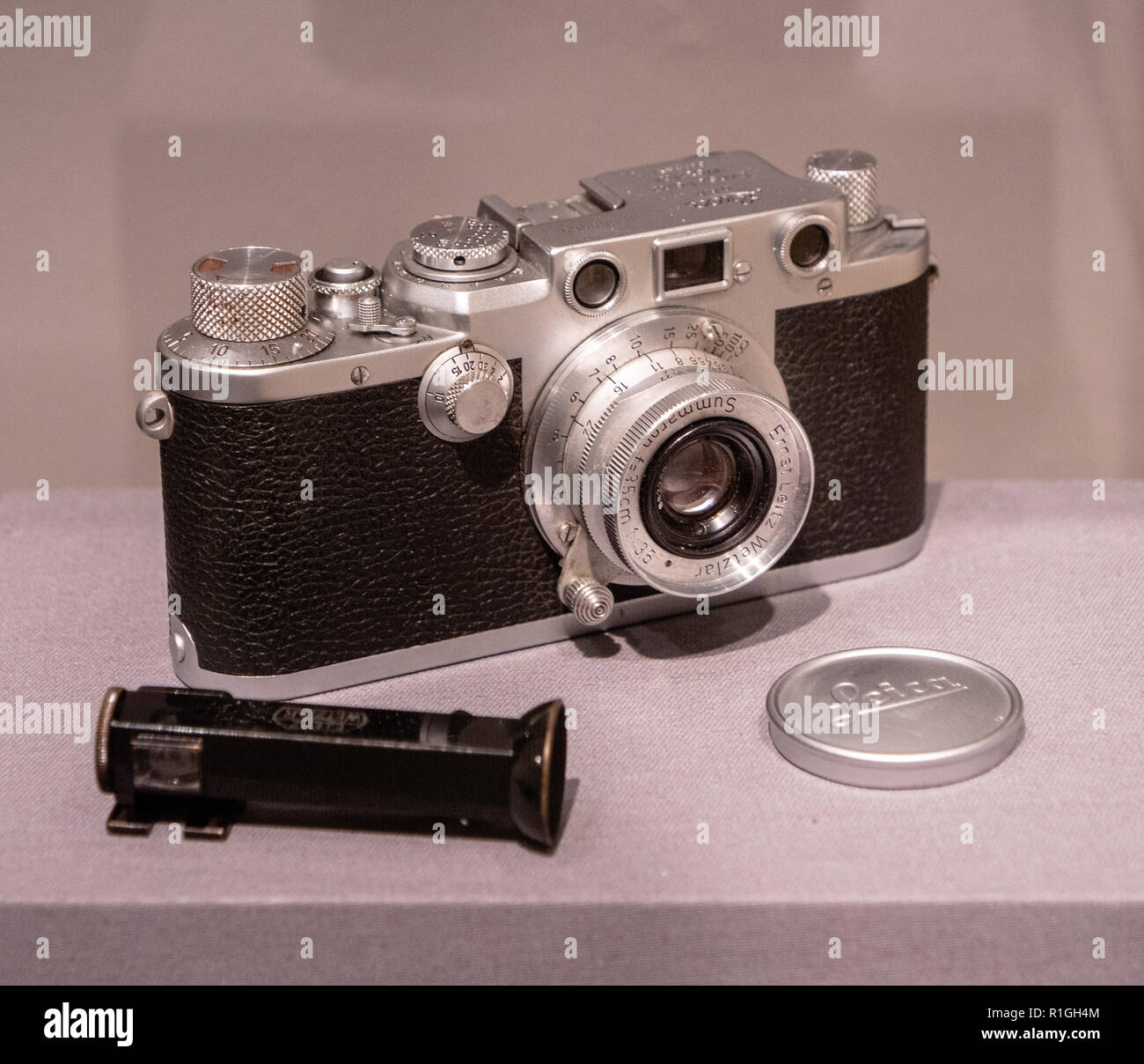 Antique Leica III 35mm rangefinder screw mount camera by Leitz of Germany with Summaron f3.5cm lens and right angle finder for candid photography - Stock Image