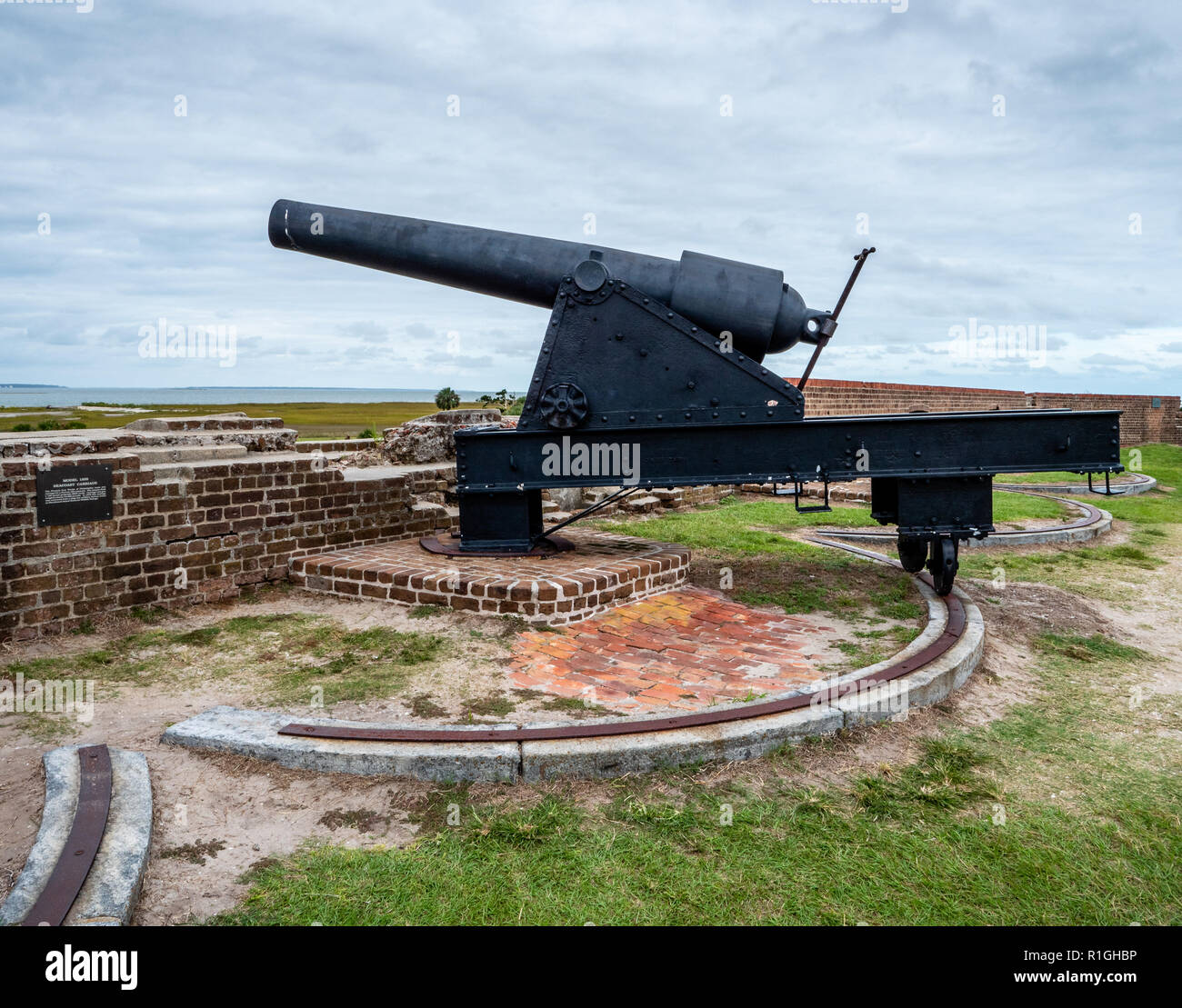 Heavyweight cannon on swivelling track at Fort Pulaski National Monument guarding the Savannah River in Georgia USA - Stock Image