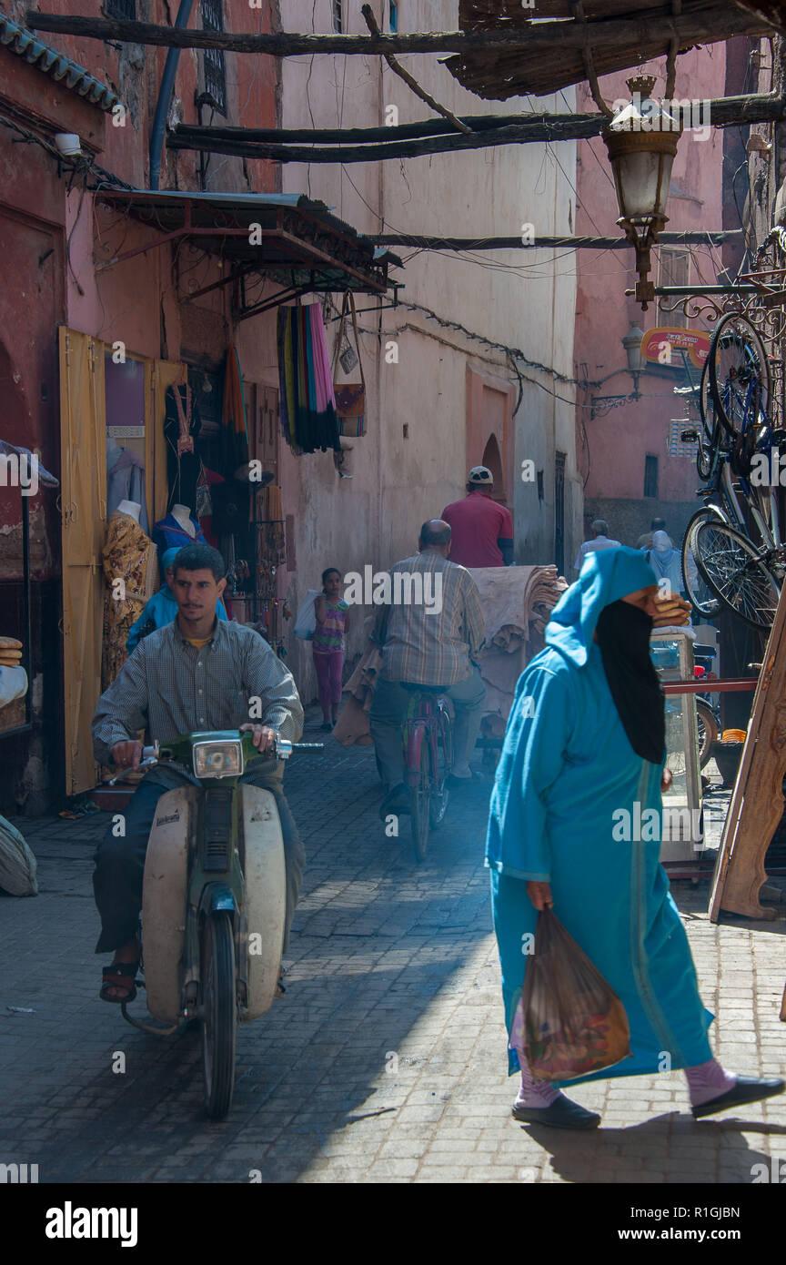 18-04-11. Marrakech, Morocco. Scenes from the medina. Scooter, veil, hajib, shoppers, shopping, market. Photo © Simon Grosset / Q Photography - Stock Image