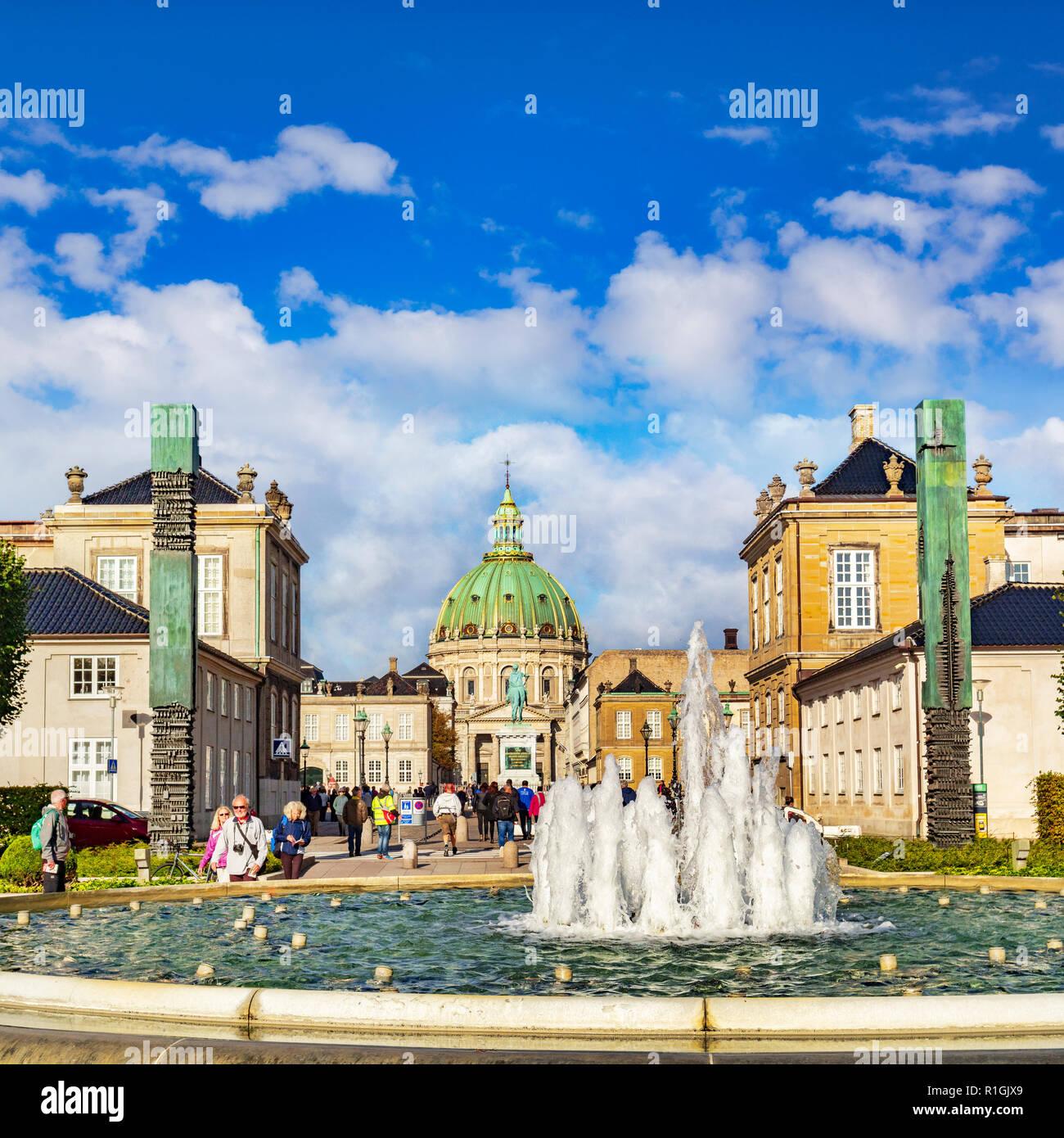 23 September 2018: Copenhagen, Denmark - The Amaliehave Fountain, and the Marble Church (Marmorkirken or Frederikskirken),  on a sunny autumn day, tou - Stock Image