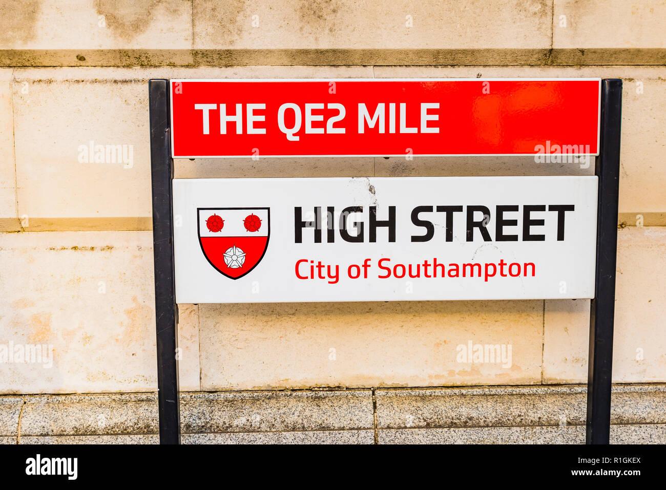 The QE2 Mile. Street name plaque for Southampton High Street. Southampton, Hampshire, England, United Kingdom, UK, Europe - Stock Image