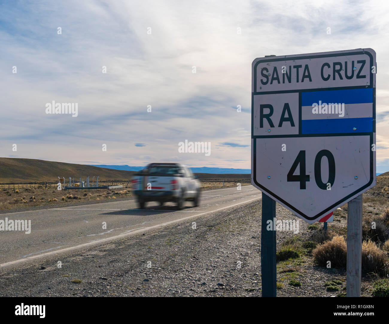 Car travelling on Route 40 in Argentina - Stock Image