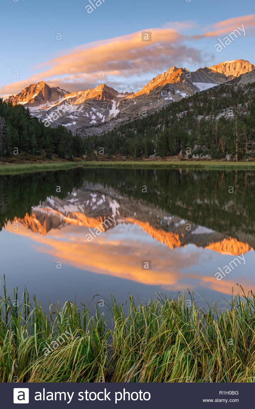 Sierra Nevada reflected in Mountain Lake, John Muir Wilderness, Inyo National Forest, California Stock Photo