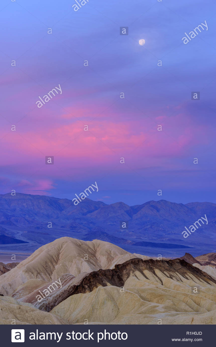 Setting Full Moon at Dawn, Death Valley National Park, California Stock Photo