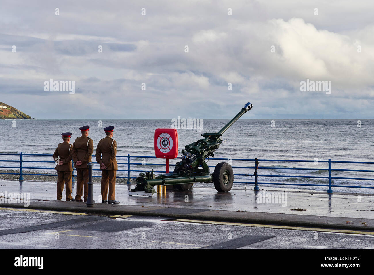 Mobile heavy gun in position on Douglas seafront after poppy day ceremony 2018 Stock Photo