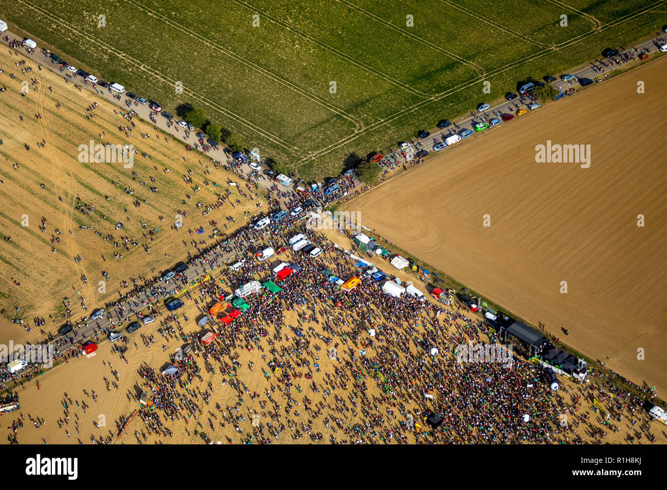 Many people on large-scale demonstration against the clearing of the Hambach forest, brown coal area, Hambach, Hambacher Forst - Stock Image