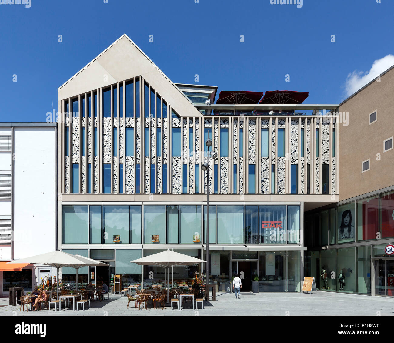 Neue Schranne with shops, offices and practices, ensemble of contemporary architecture in the Memmingen Old Town, Memmingen - Stock Image