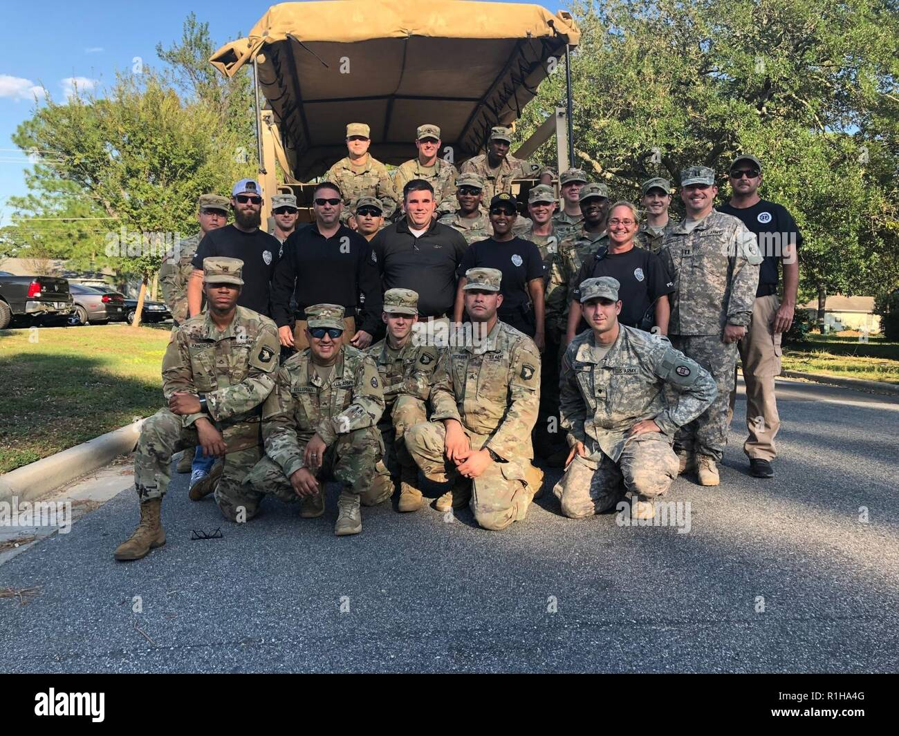 fca4d922 Soldiers assigned to 101st Sustainment Brigade 'Lifeliners,' 101st Airborne  Division, assist in